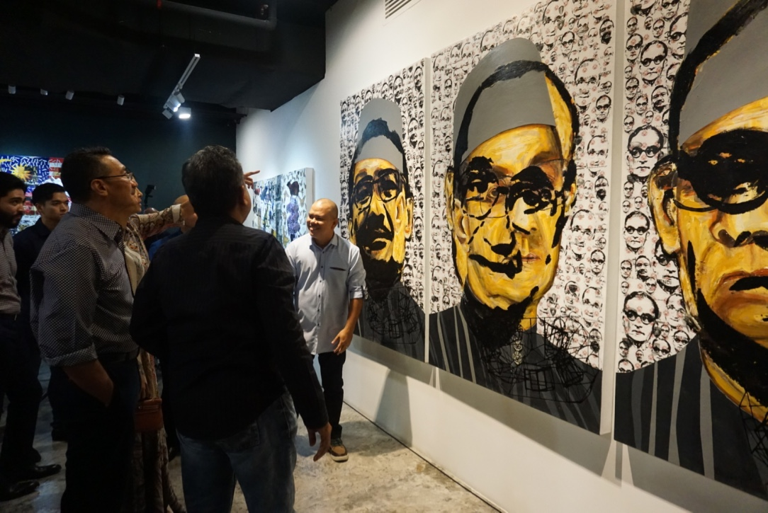 """In front of the triptych """"Hishammuddin Hussein Onn"""""""