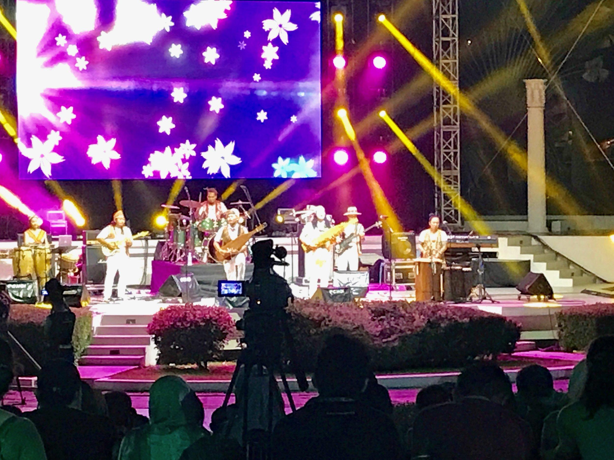 Sarawakian group, At Adau perform during the Sada Kamek concert