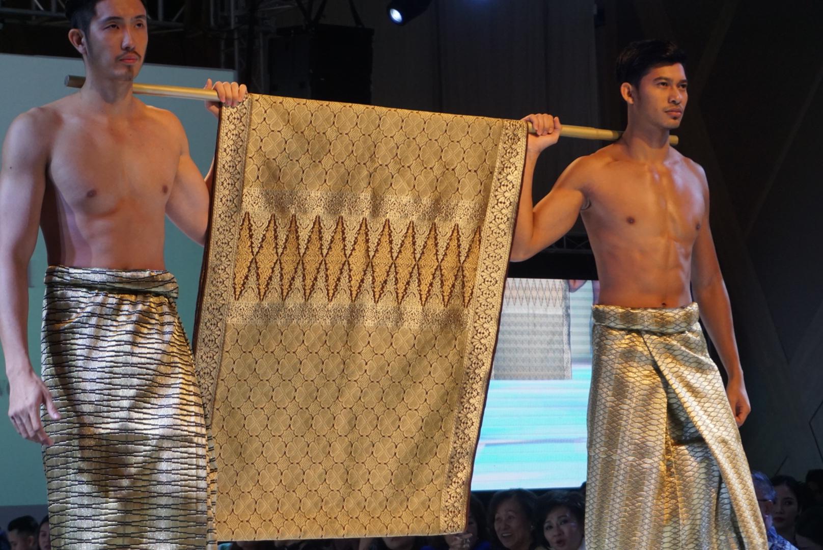 Batik&Bubbles_theatreofclothes