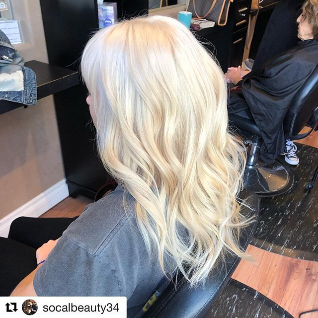 #Repost @socalbeauty34 with @get_repost ・・・ Indoor lighting Vs. outdoor lighting!  Both beautiful but always keep in mind what a difference lighting can make!  #platinumblonde #venturahairstylist #hairstylist #platinumcard #schwarzkopf #blondeme #paulmitchell #healthyhair
