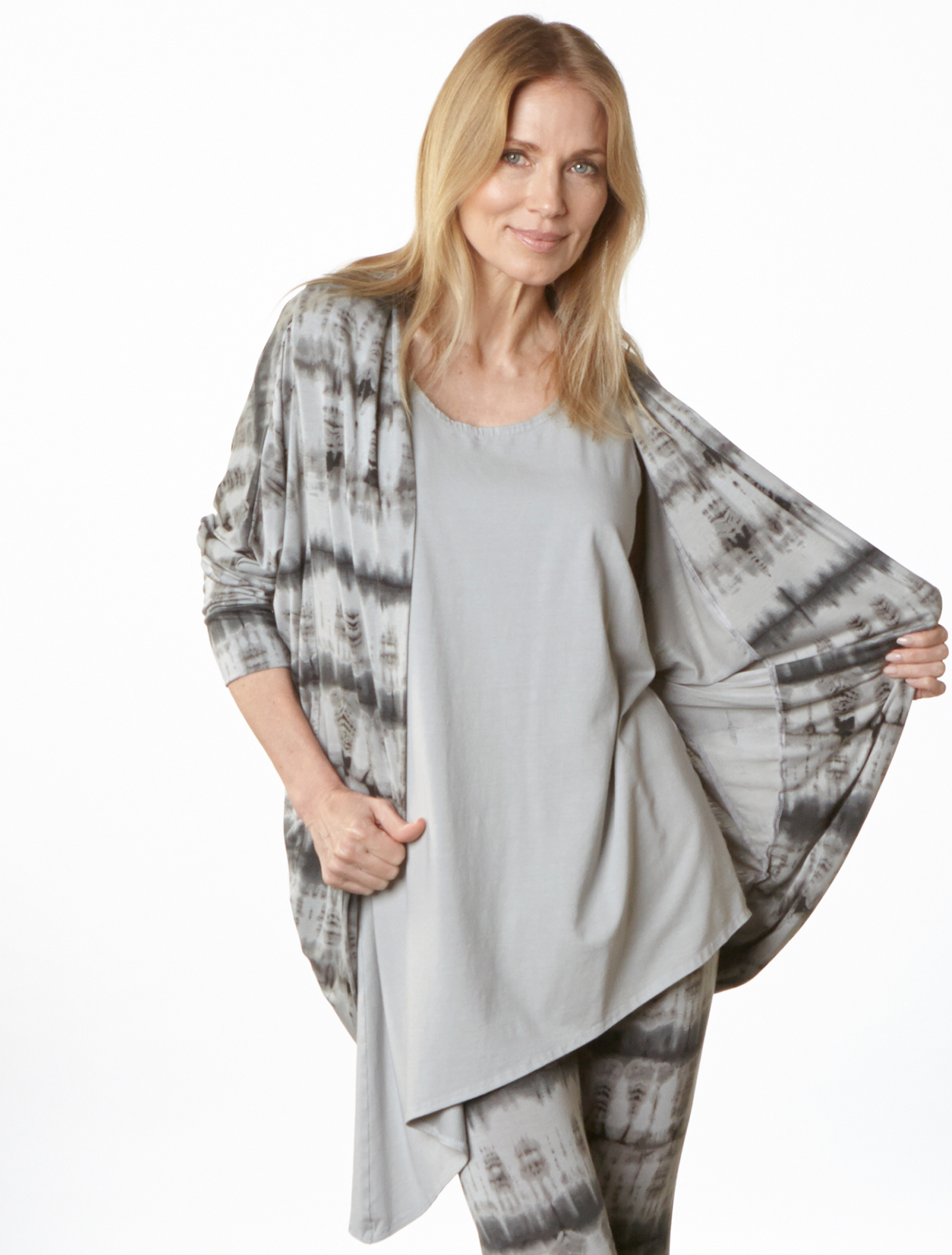 Long Cocoon, Capri Legging in Pier Tie Dye Viscose Jersey, Mo Tunic in Pier Bamboo Cotton