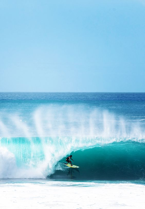 Only for the pro's wild surf at Pipeline