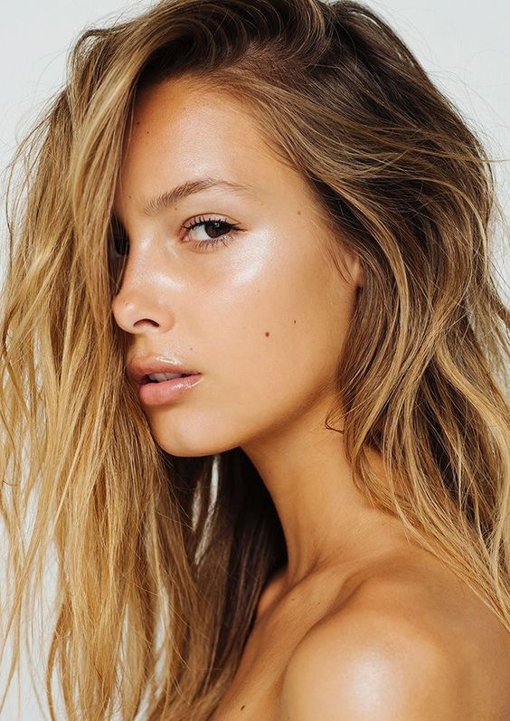 A dash of gradual tanner mixed into your daily moisturiser routine will give your face a perfect faux glow. Image: Pinterest