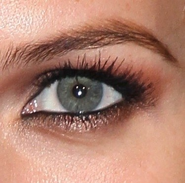 beauty-blogs-girls-in-the-beauty-department-0625-ashlee-simpson-brown-eyeshadow-close_bd.jpg