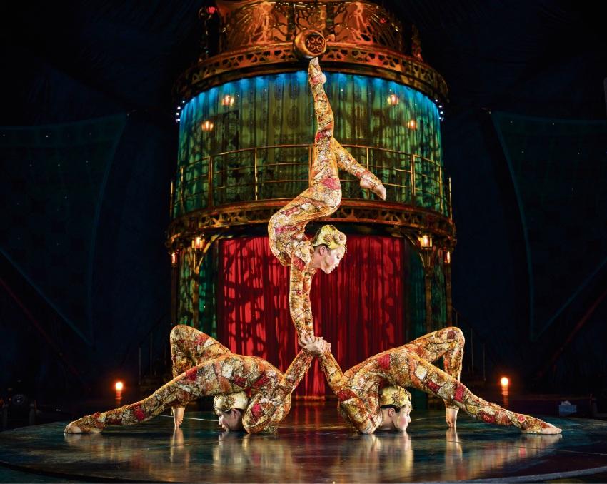 Cirque du Soleil contortionists in Kooza.