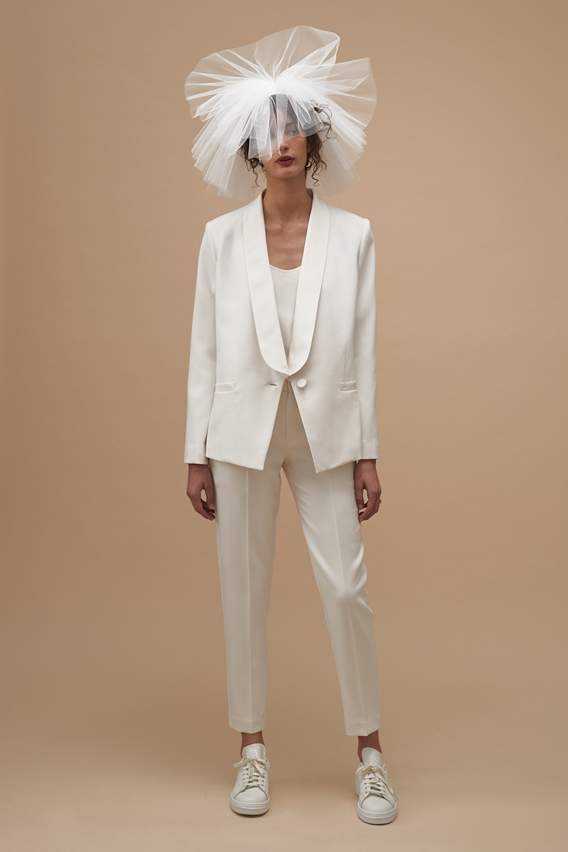 suit-cape-kwas03-ivory-front-0121667001565576284_1565576204.jpg