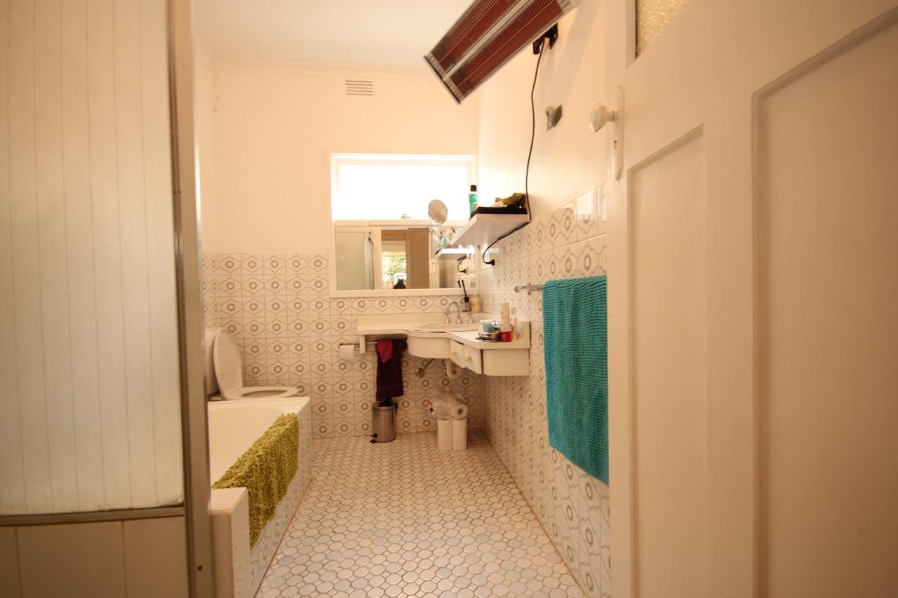 25 Lexton_bathroom (2).jpg