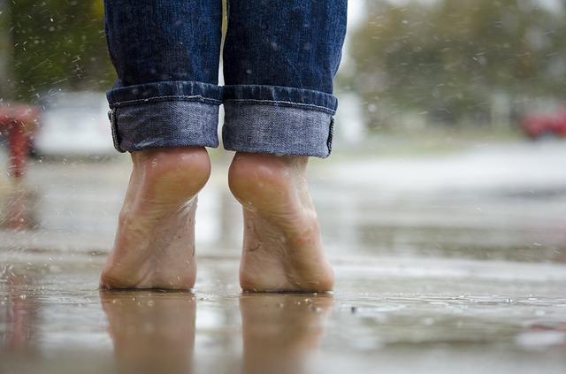 barefoot-1835661_640.jpg