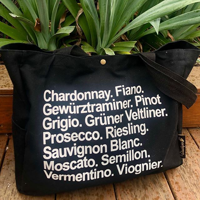 Really excited how the new limited edition black wine tote turned out - Reds on one side, Whites on the other. It's currently going everywhere with me! ✈️ Of course it comes with all the usual details (2 bottle pockets, phone and magazine pocket, key holder, zip pocket). Available for preorder now, ready for shipping early July! ☺️🙌 Just shoot me a message if you'd like to get one (it's so new it's not even on the website yet 🔥). . . . . . . . . #winetote #totebag #redwine #whitewine #winetravel #winelover #winegifts #winecountry #winerytour #winetours #winewinewine #winebag #preorder #cellardoor #tastingroom #marketbag #blackbag #blacktotebag #farmersmarketinspo #markethaul #ecofriendlybag #reusablebags