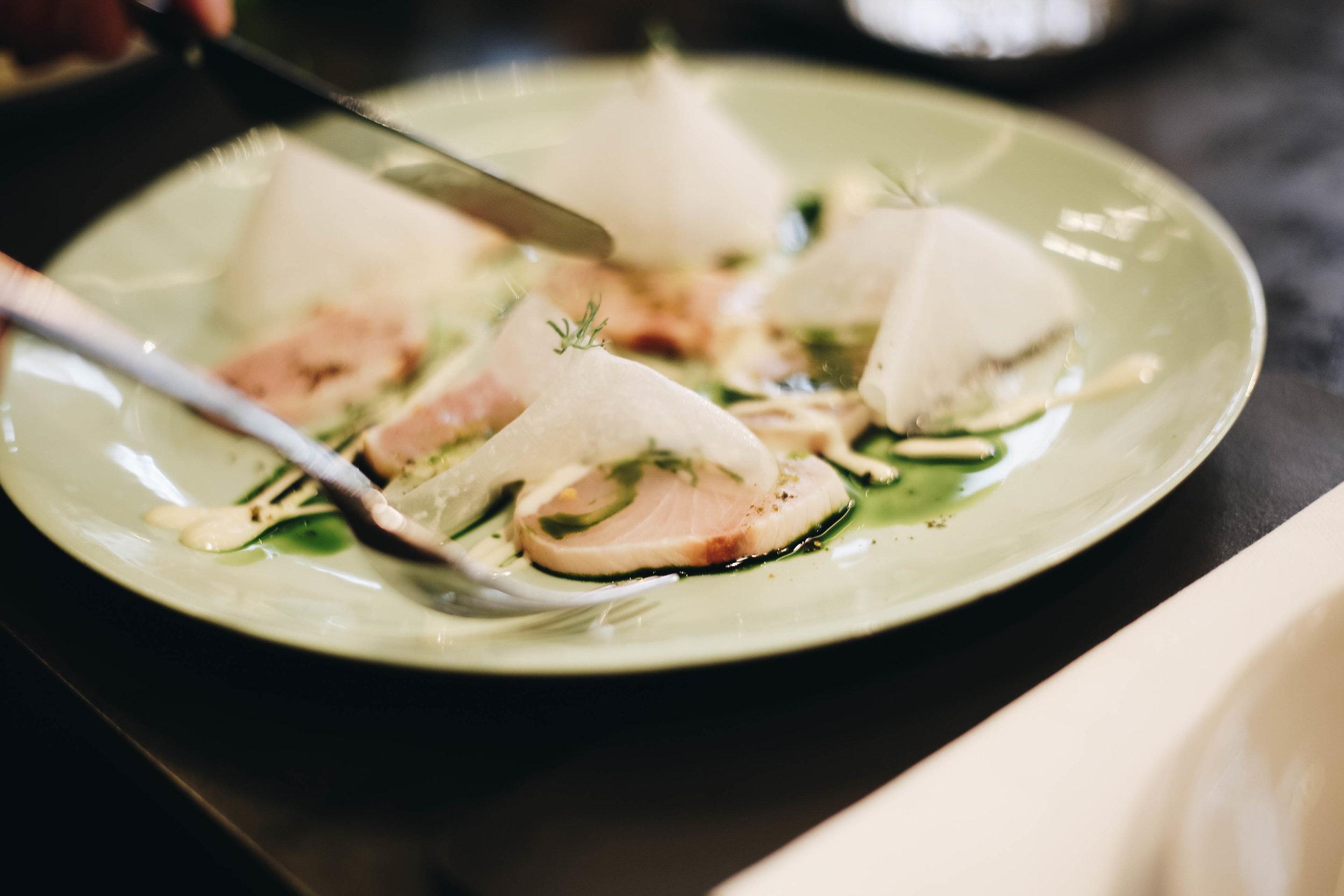 Tataki kingfish with dill and vermouth dressing