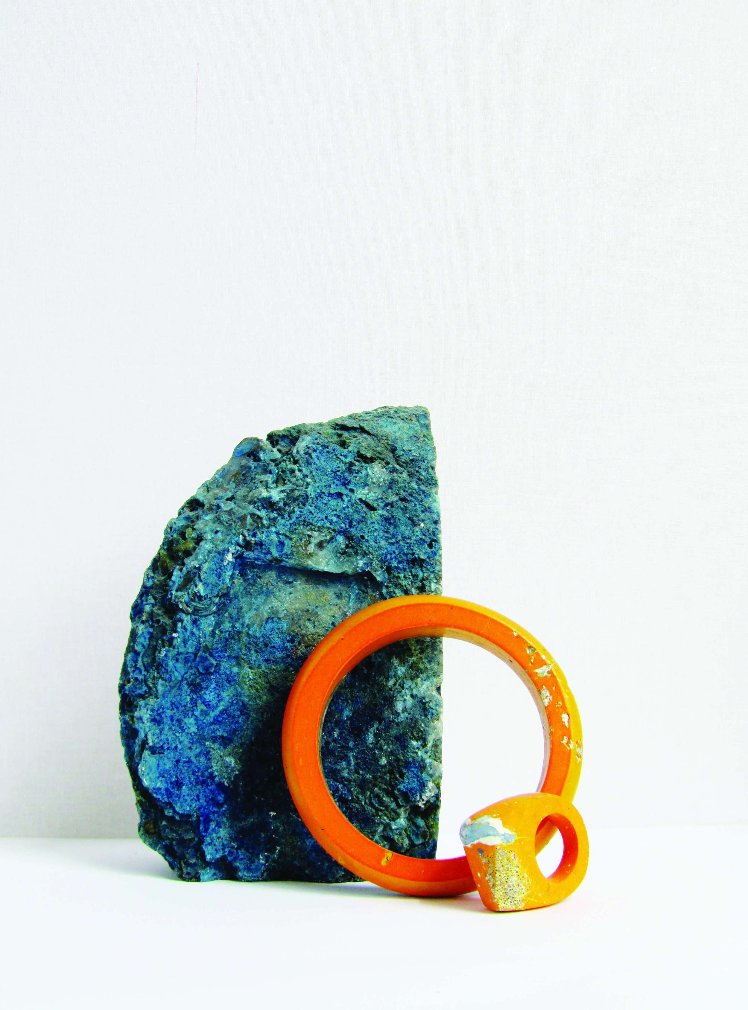 1439368688_tmp_jade_mellor_orange_hewn_bangle_ring_resin_contemporary_jewellery_raw_mineral_blue_contrast_rock_geological.jpg