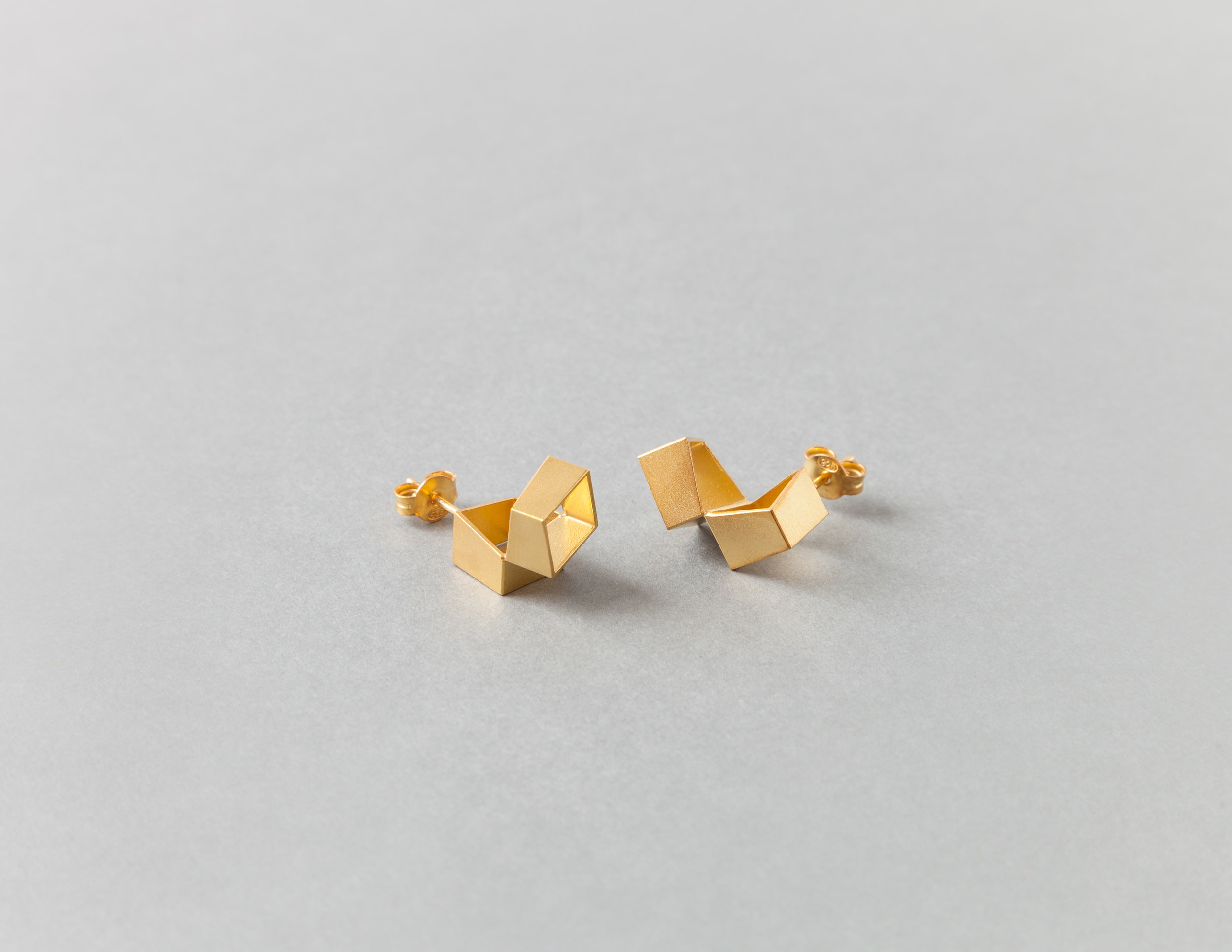 Alma Sophia Design - 8x8 studs yellow gold plated.jpg