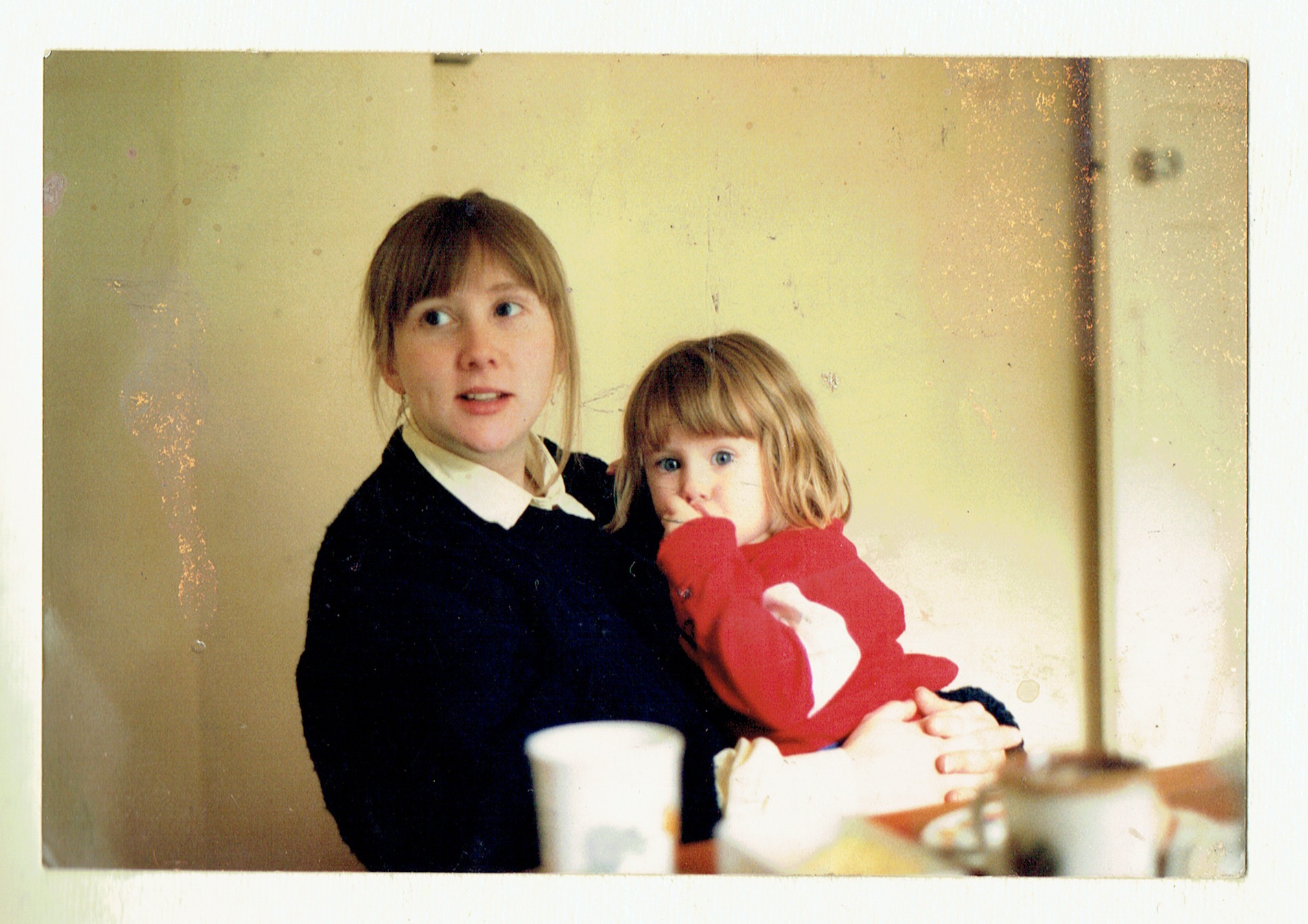 Young Amanda and little Greta back in 1988, so sweet!
