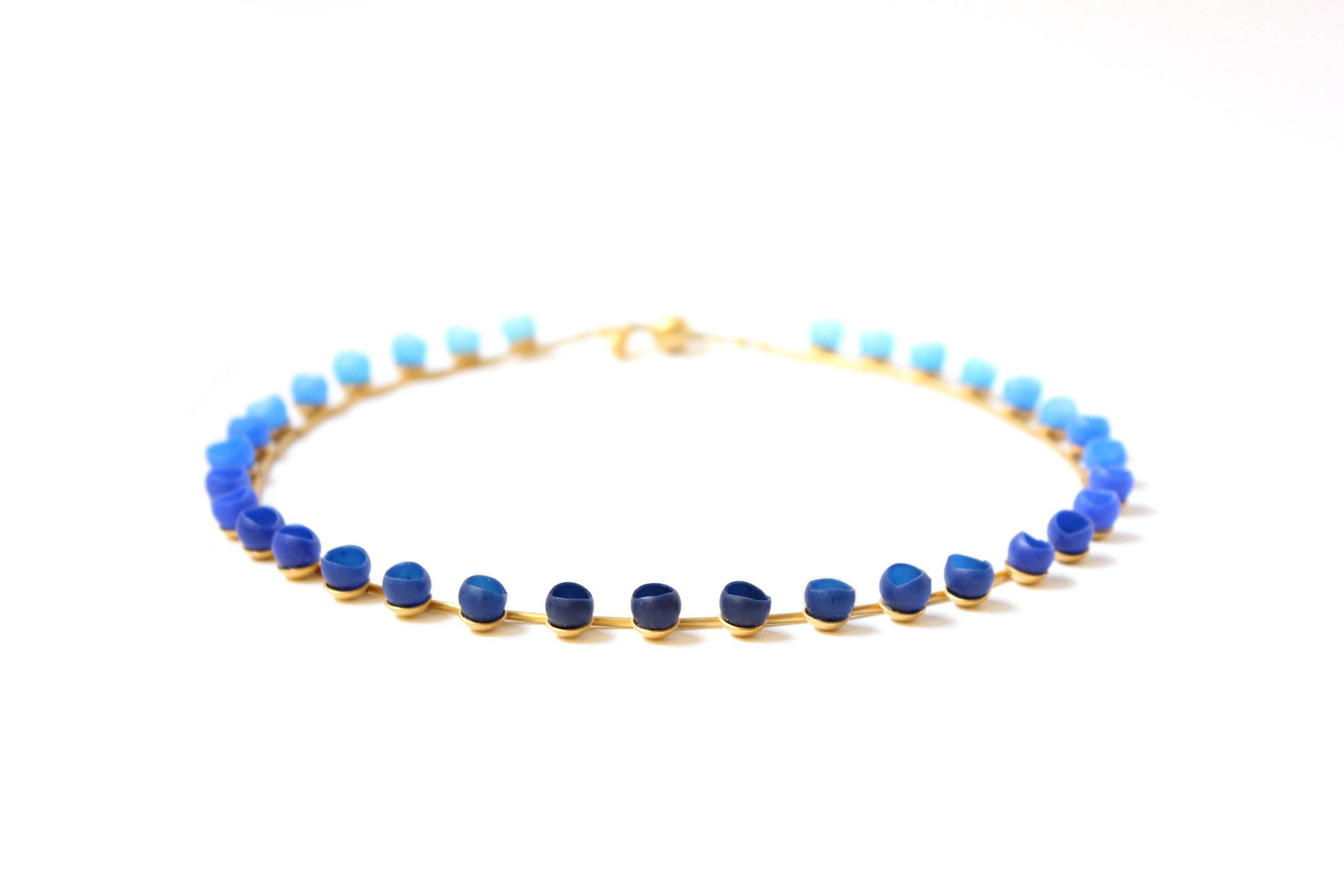 22 Jenny Llewellyn - Plume Navy Colour Fade Necklace - 300.jpg