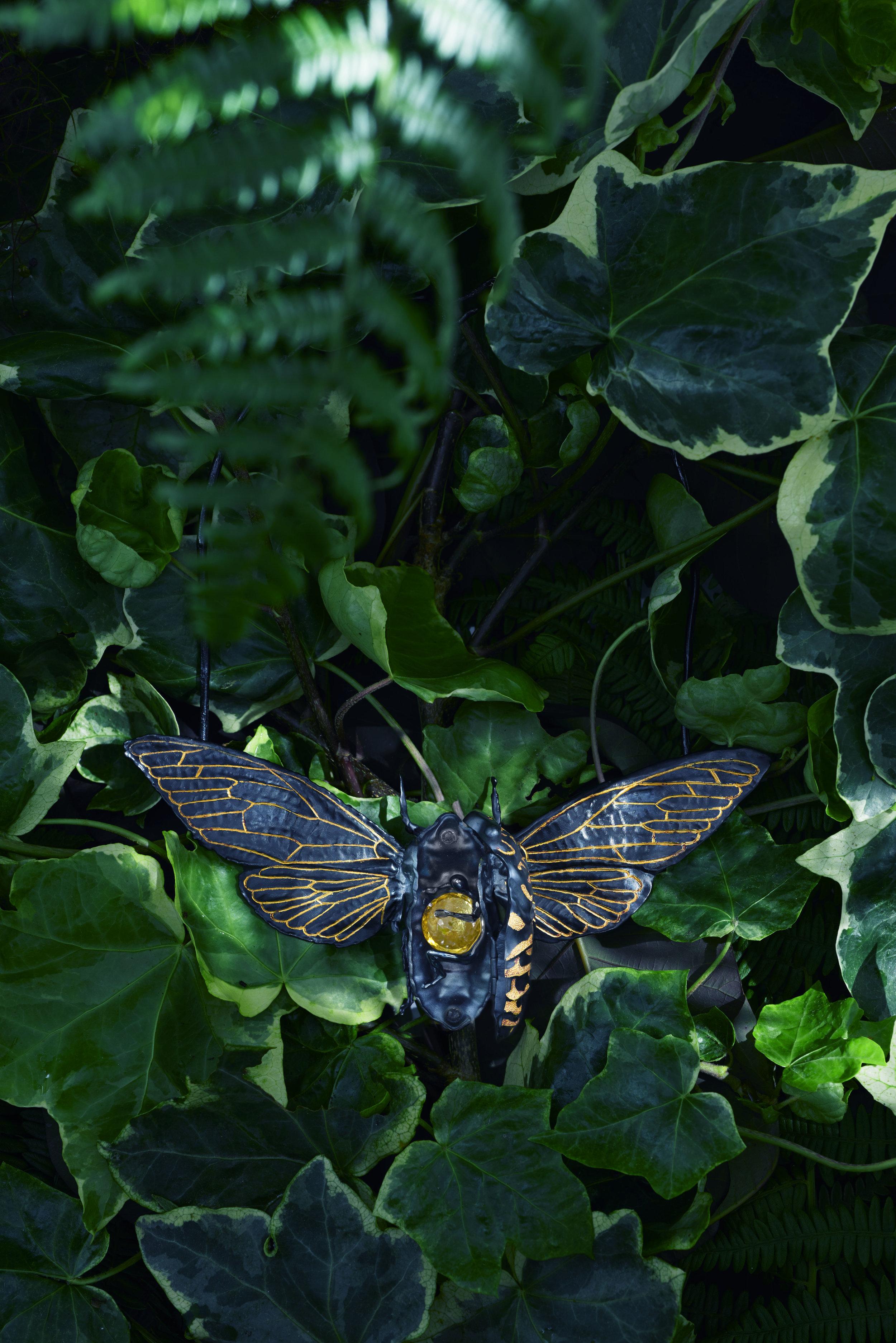 Cicada Neckpiece open (black ruthenium & gold).jpg