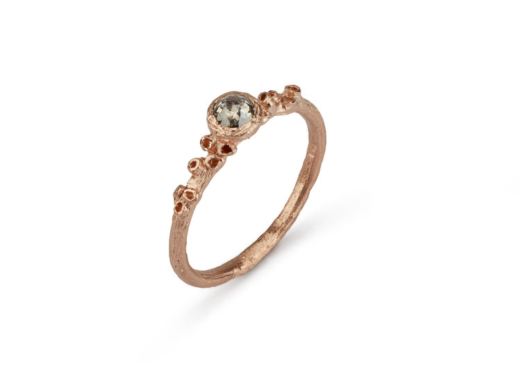 Ami Pepper ring in 9ct yellow gold with rose cut diamond