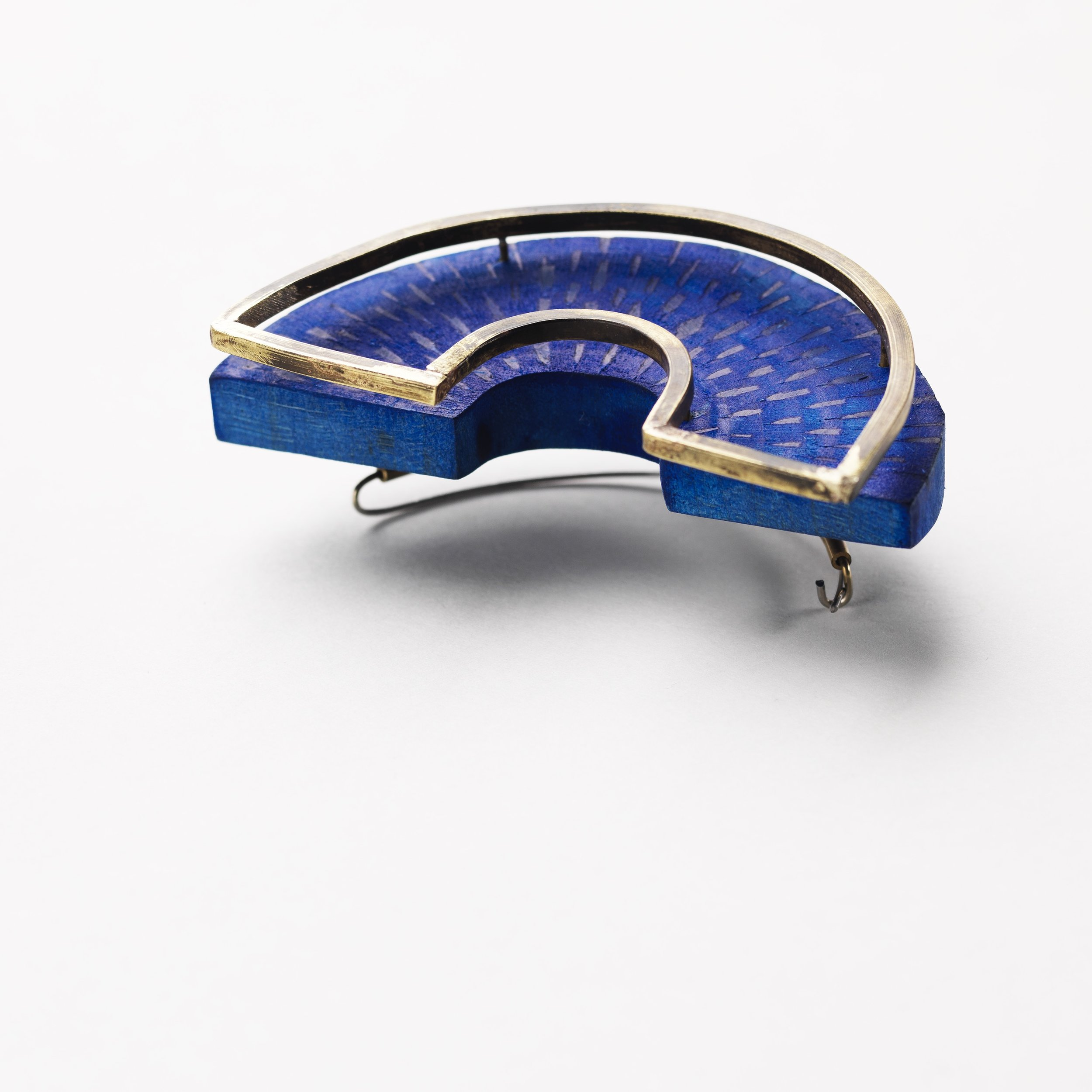 3. C.Hegney, Cerulean Brooch, brass, holly wood, bio-resin.jpg
