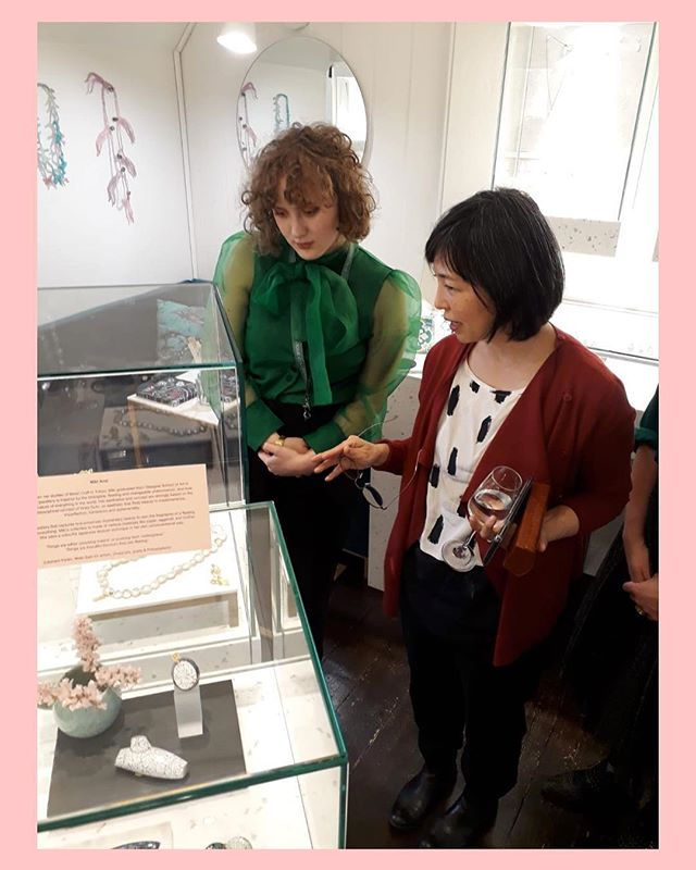 It was wonderful to meet @kayosaitojewellery at the opening of our Fragments of Japan exhitbion last night! . . . #fragmentsofjapan #gillwingjewellery #islington #londoncraftweek #jewellery