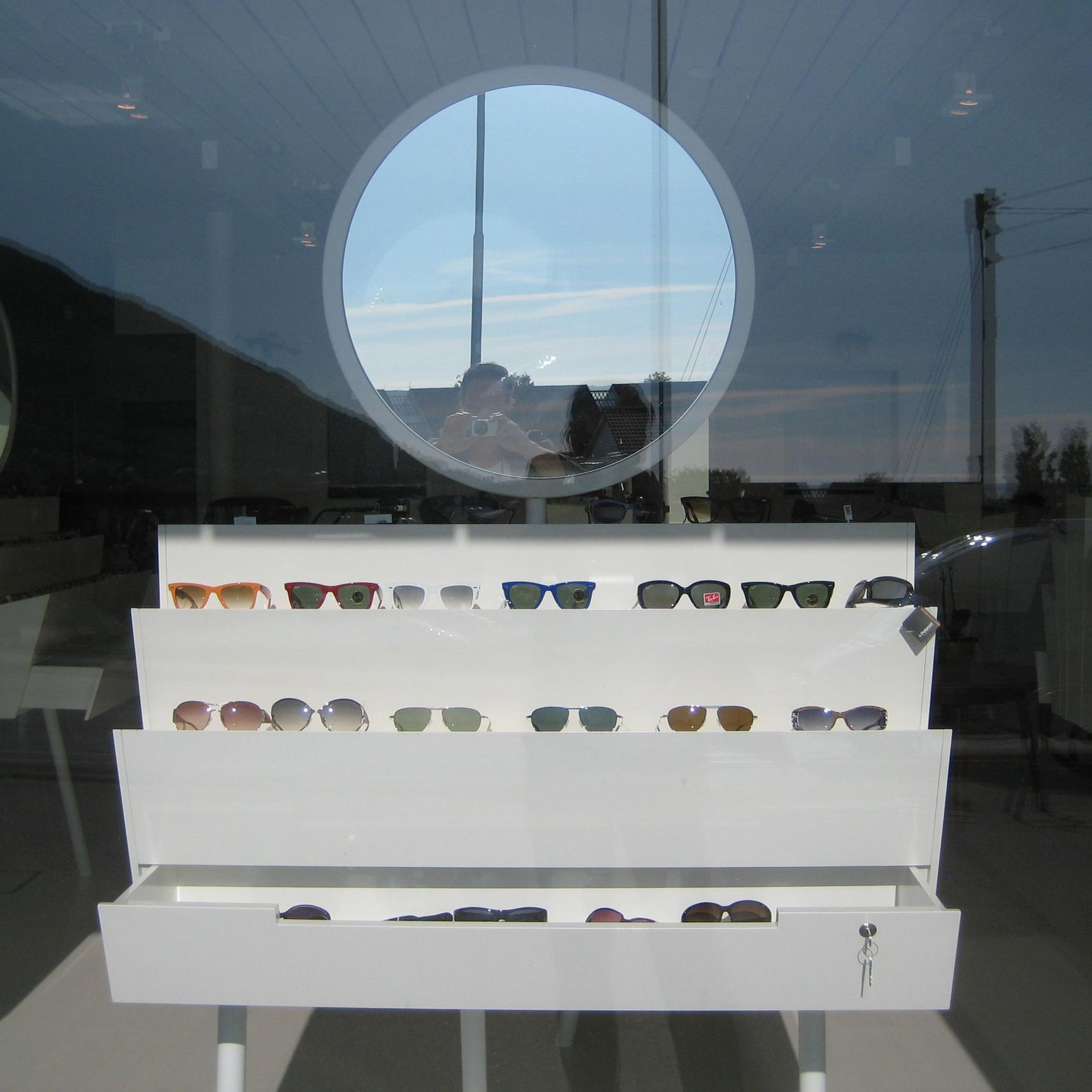 BRILLEBLOMST....design utstillingsmøbel.. retail furniture design.... -