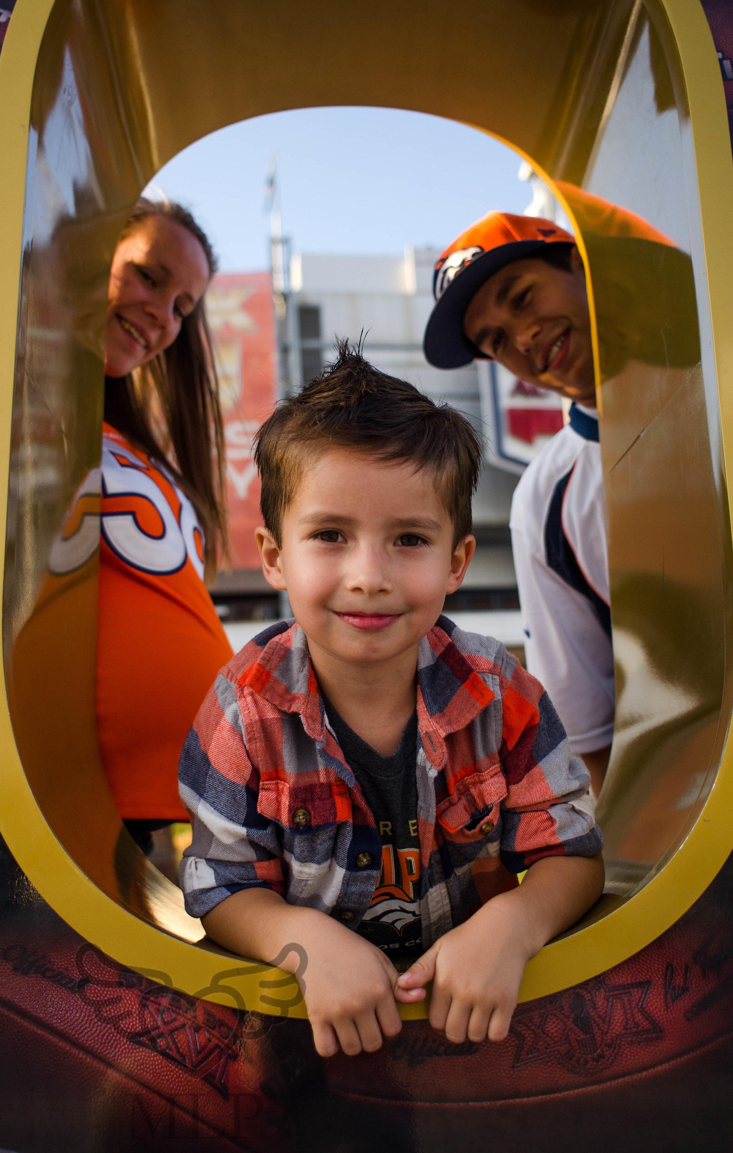 Maternity_Portrait_Broncos_Fans_01.JPG