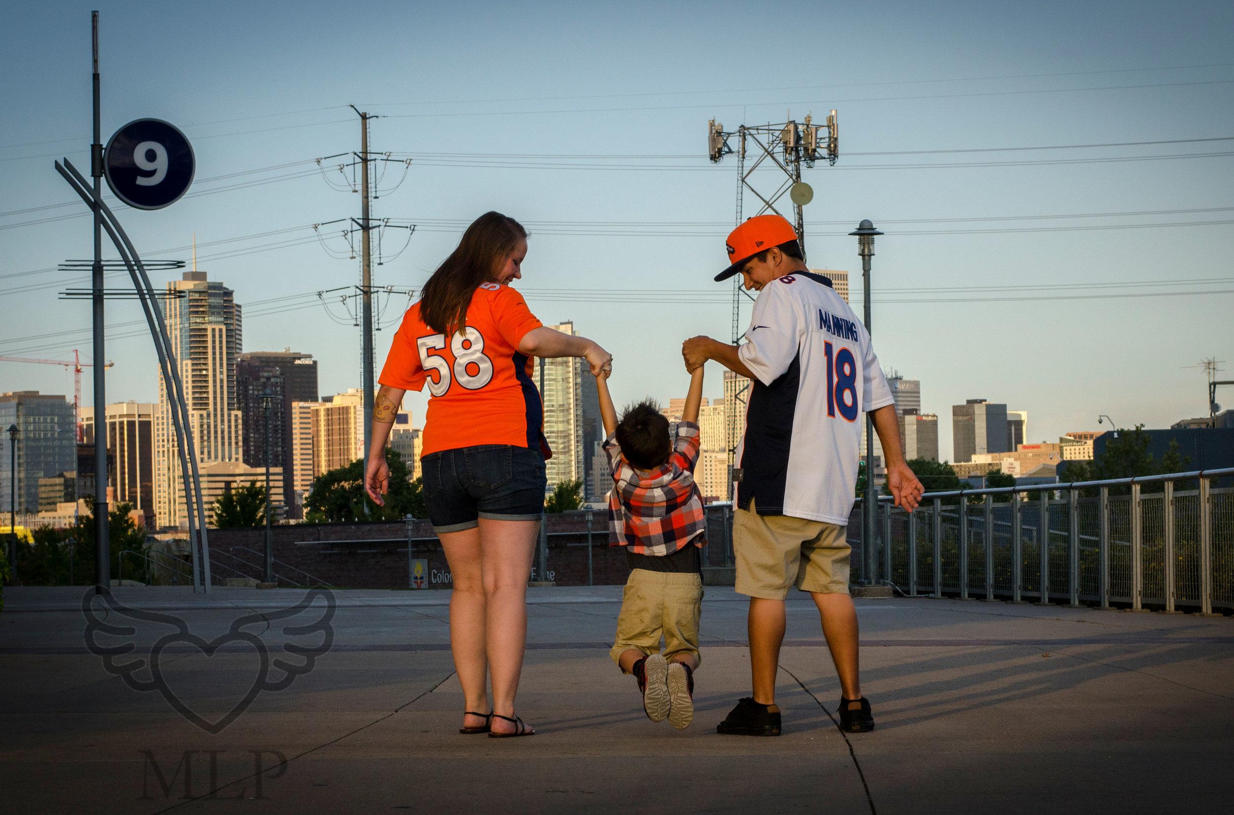 Maternity_Portrait_Broncos_Fans_13.JPG