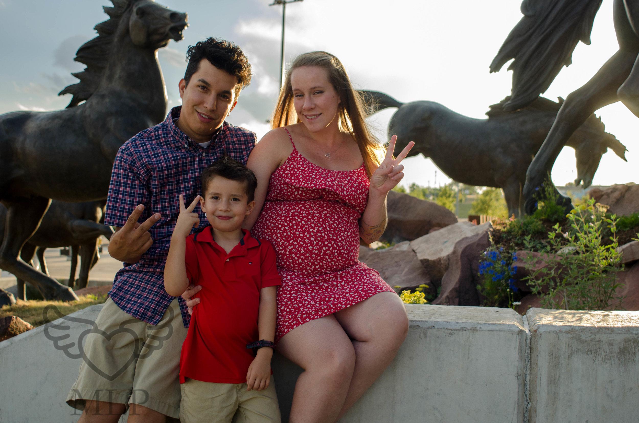 Maternity_Portrait_Broncos_Fans_31.JPG