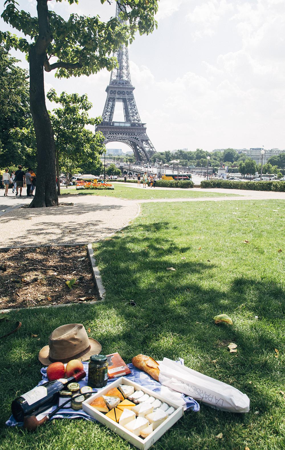 Elements to a Parisian Picnic