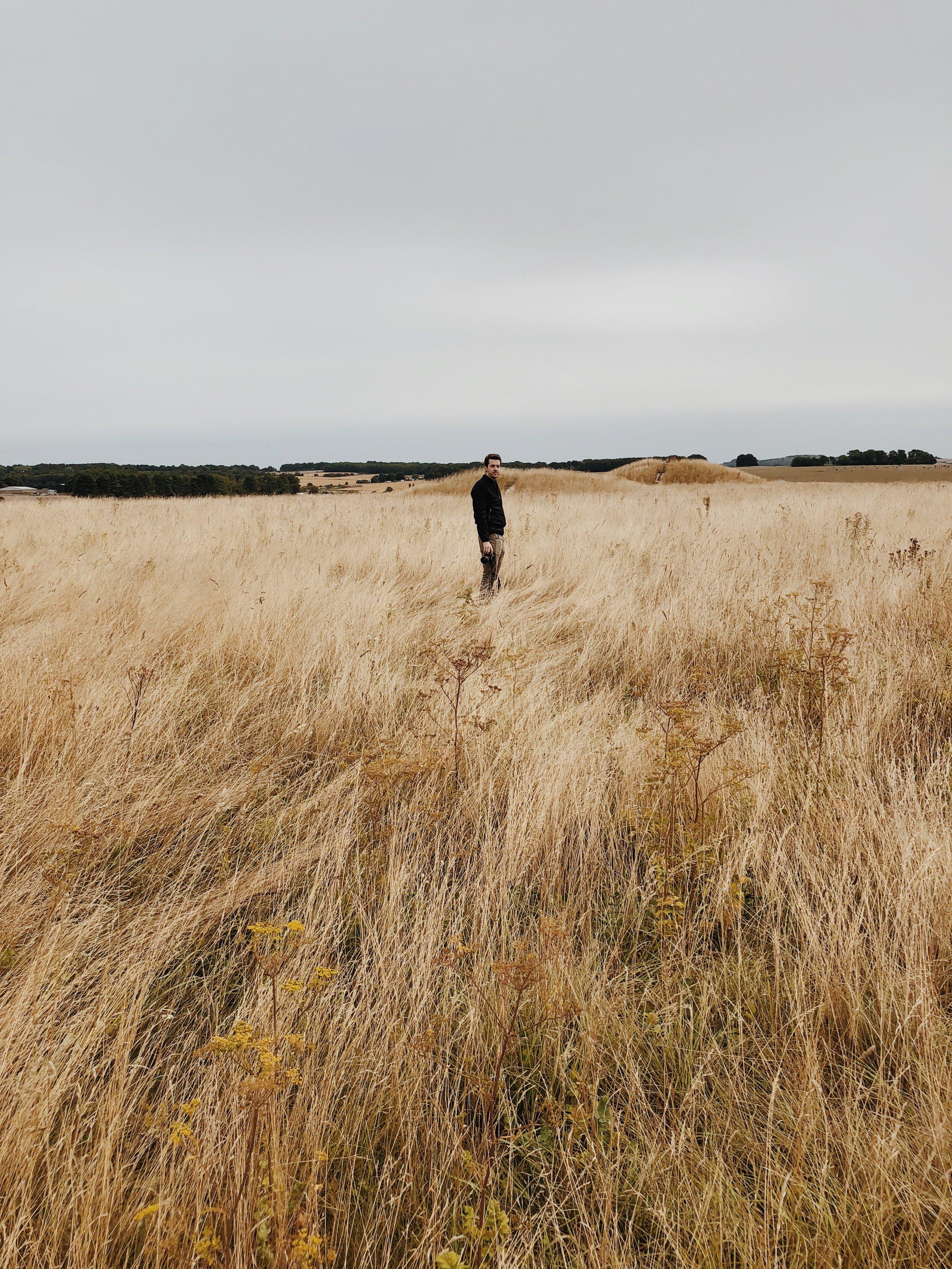 Does Traveling Make Us Natural Minimalists?
