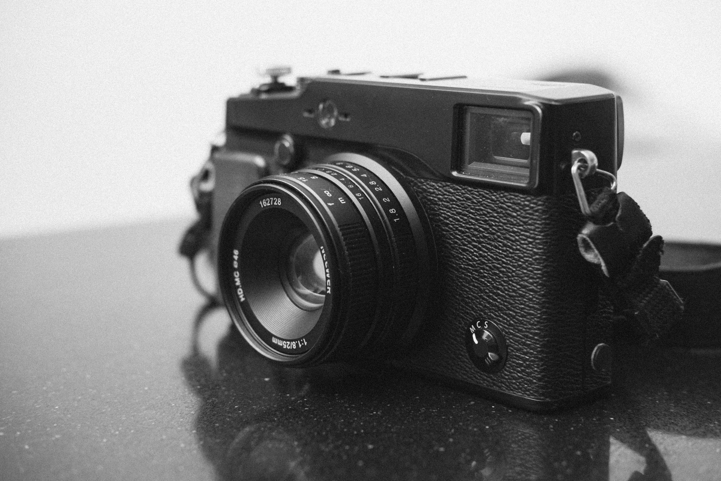 Neewer 25mm f1.8 mounted to a Fujifilm X-Pro1