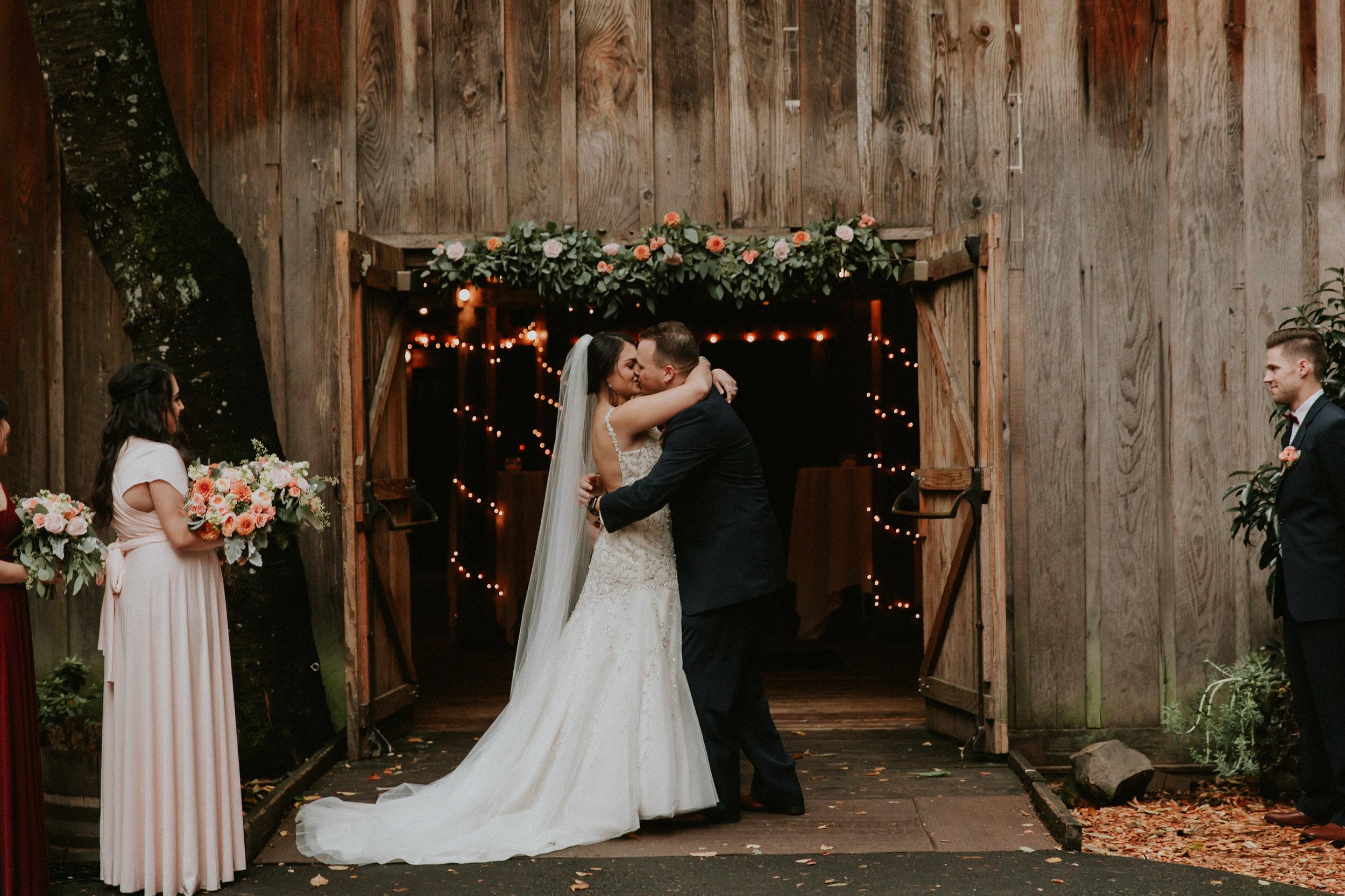 Portland_wedding_photographer_McMenamins_Alfred_Tang-84.jpg