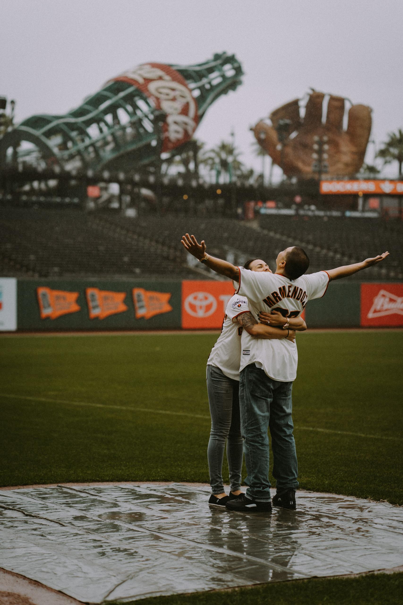 San-Francisco-engagement-wedding-photographer-Giants-AT&T-Park-16.jpg