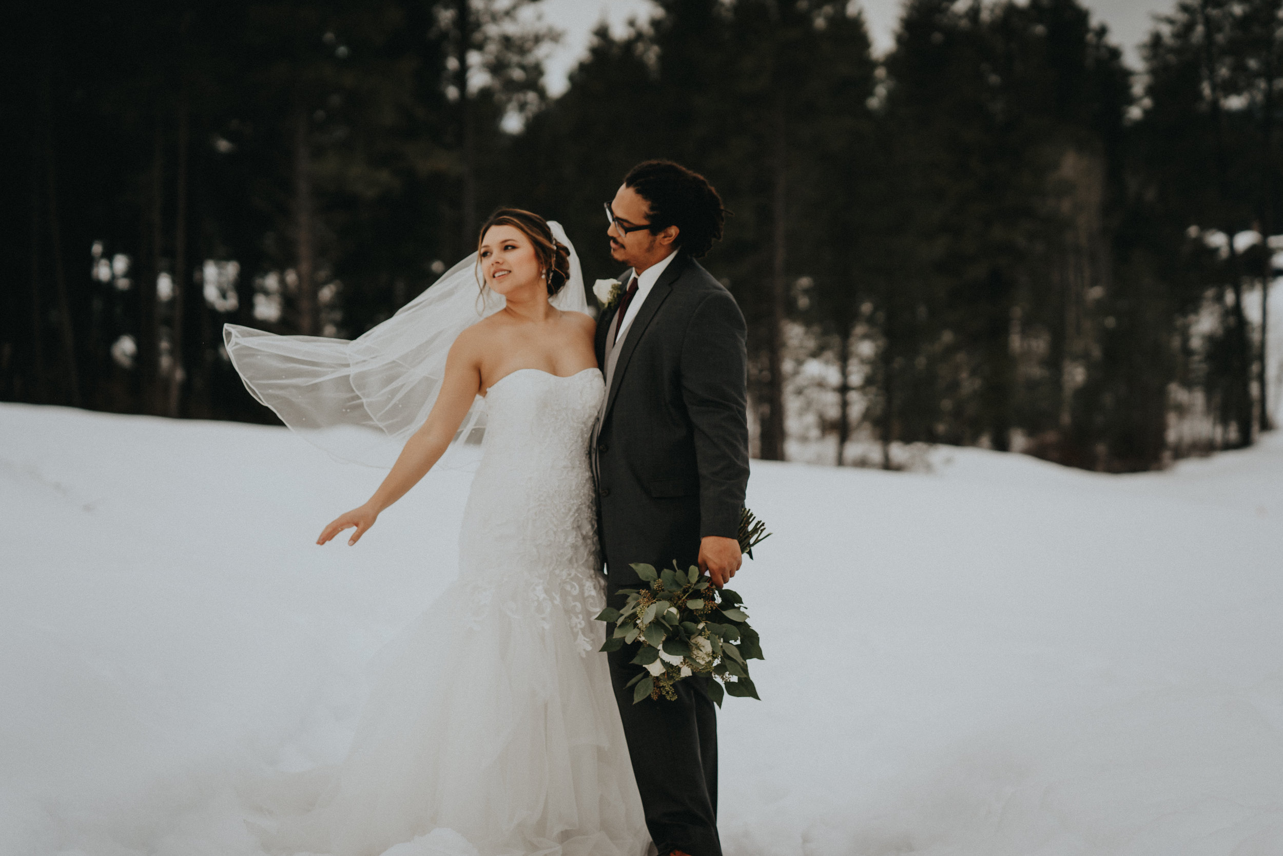 Cle Elum wedding Photographer Bride Groom pose