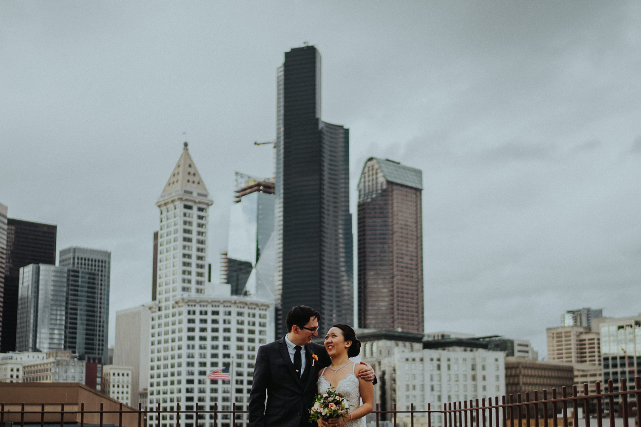 Seattle-wedding-court-in-the-square-photographer