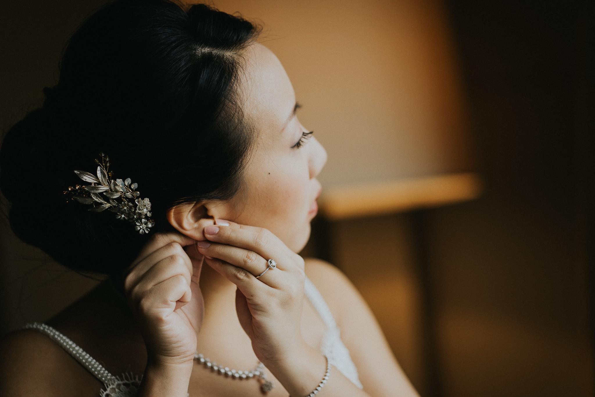 Bride getting ready Alfred Tang Weddings