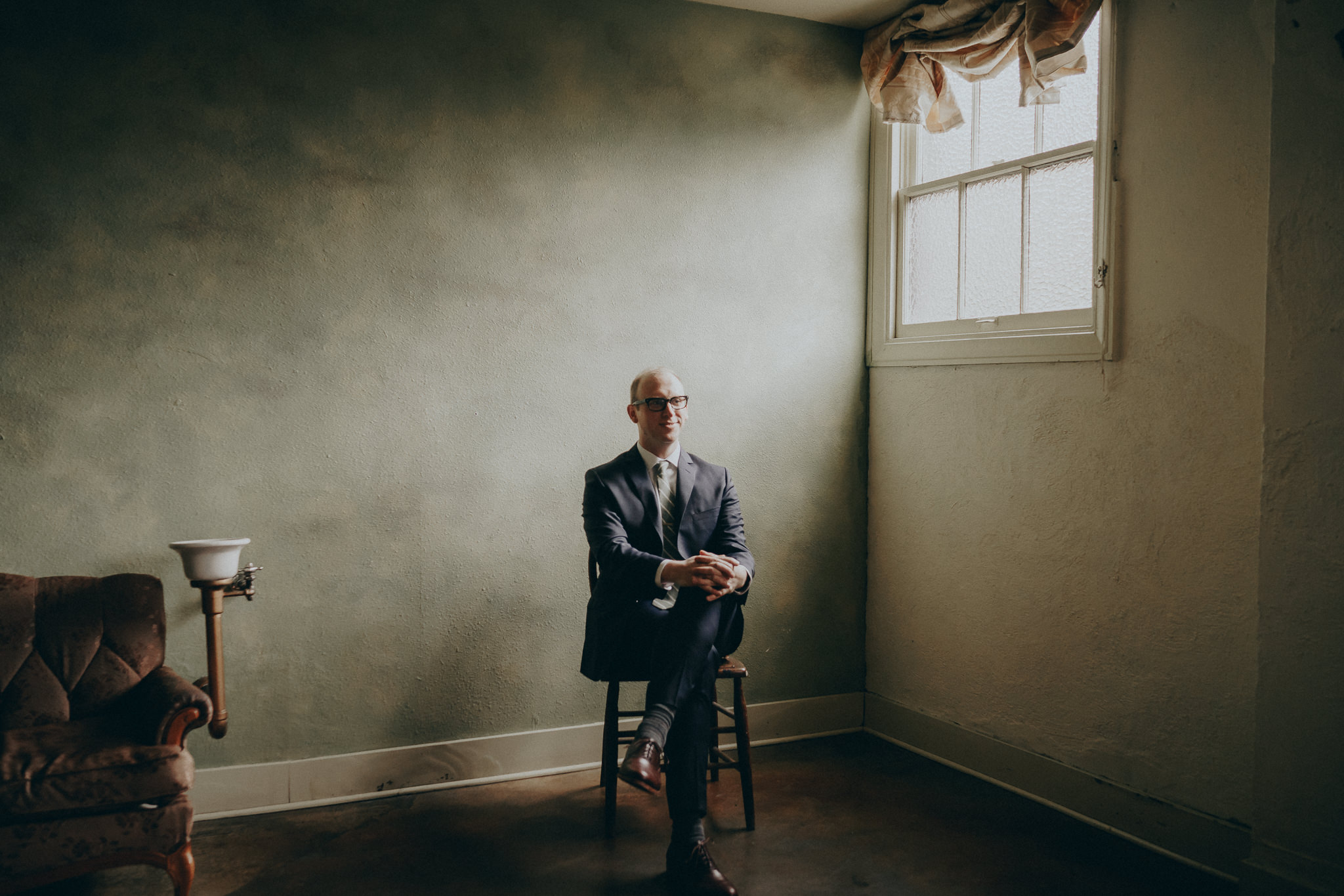 Groom-suit-Wedding-Portrait-Photographer