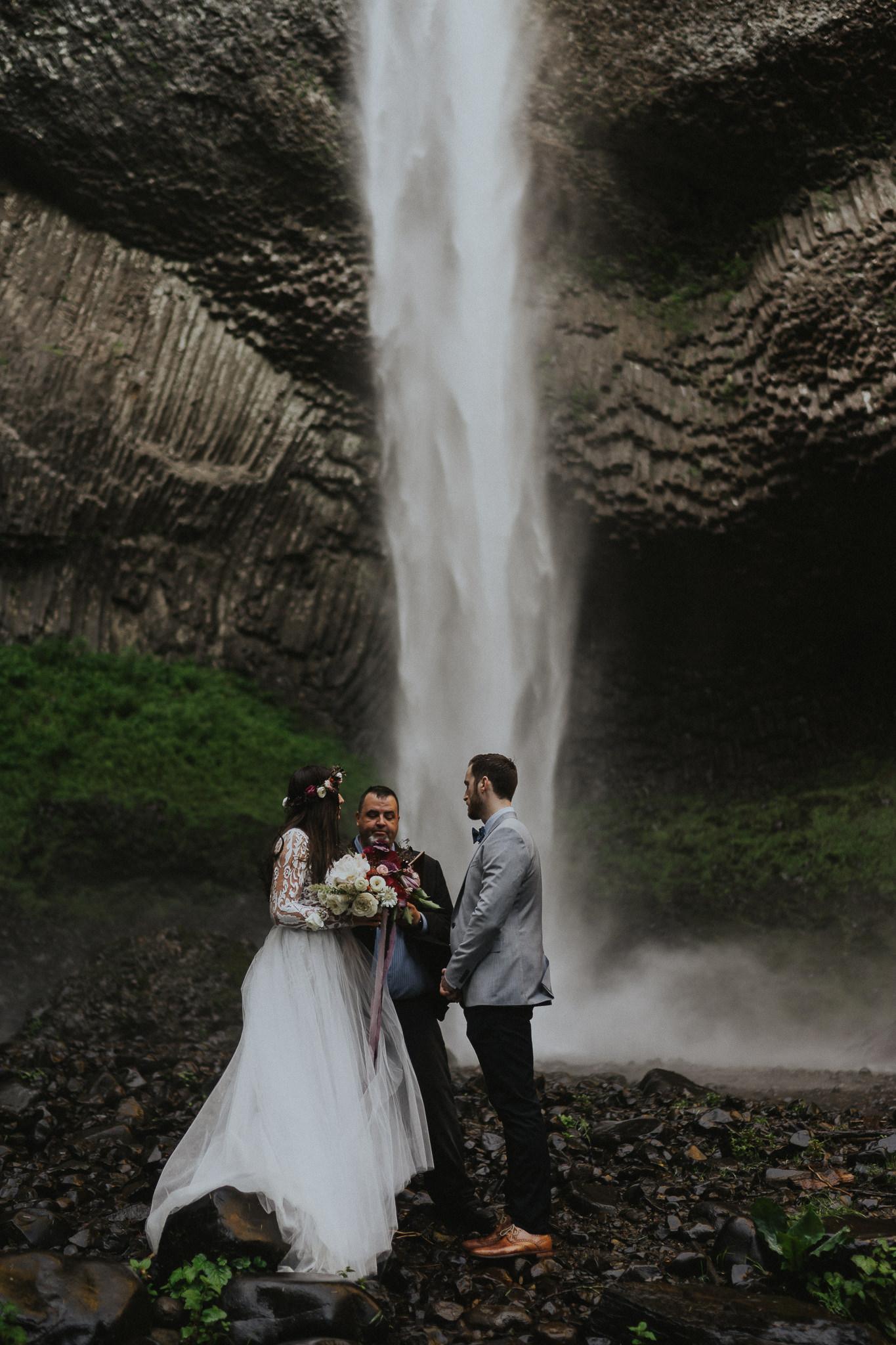 Chasing-Waterfalls-Elopement-wedding-Photographer