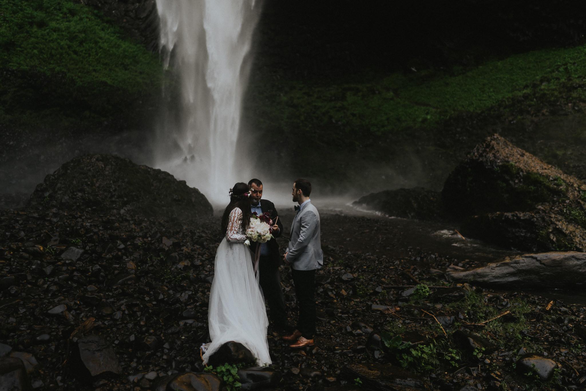 Latourell-Falls-Elopement-Ceremony