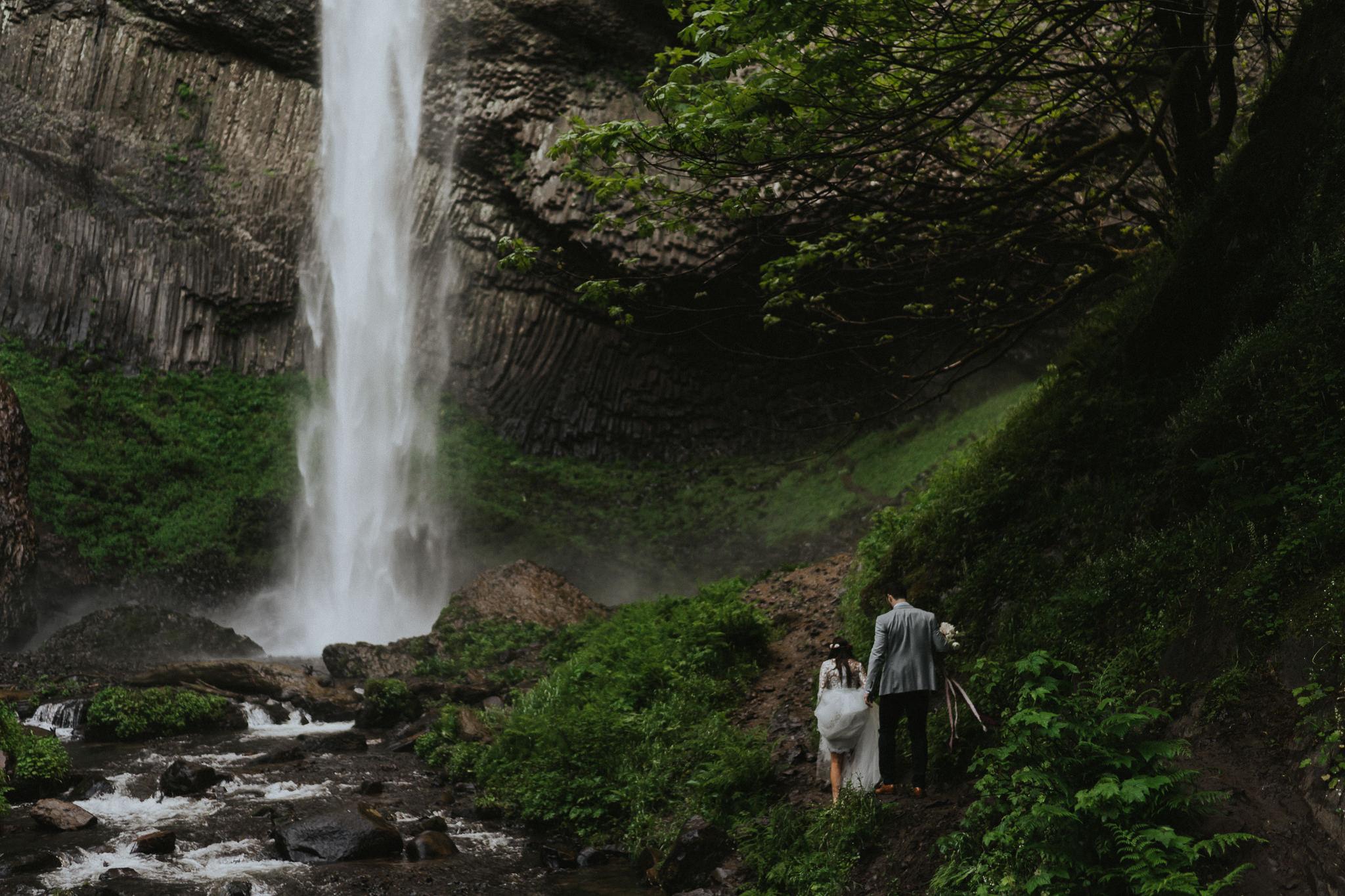 Latourell-Falls-Elopement-photographer-Portland-Oregon