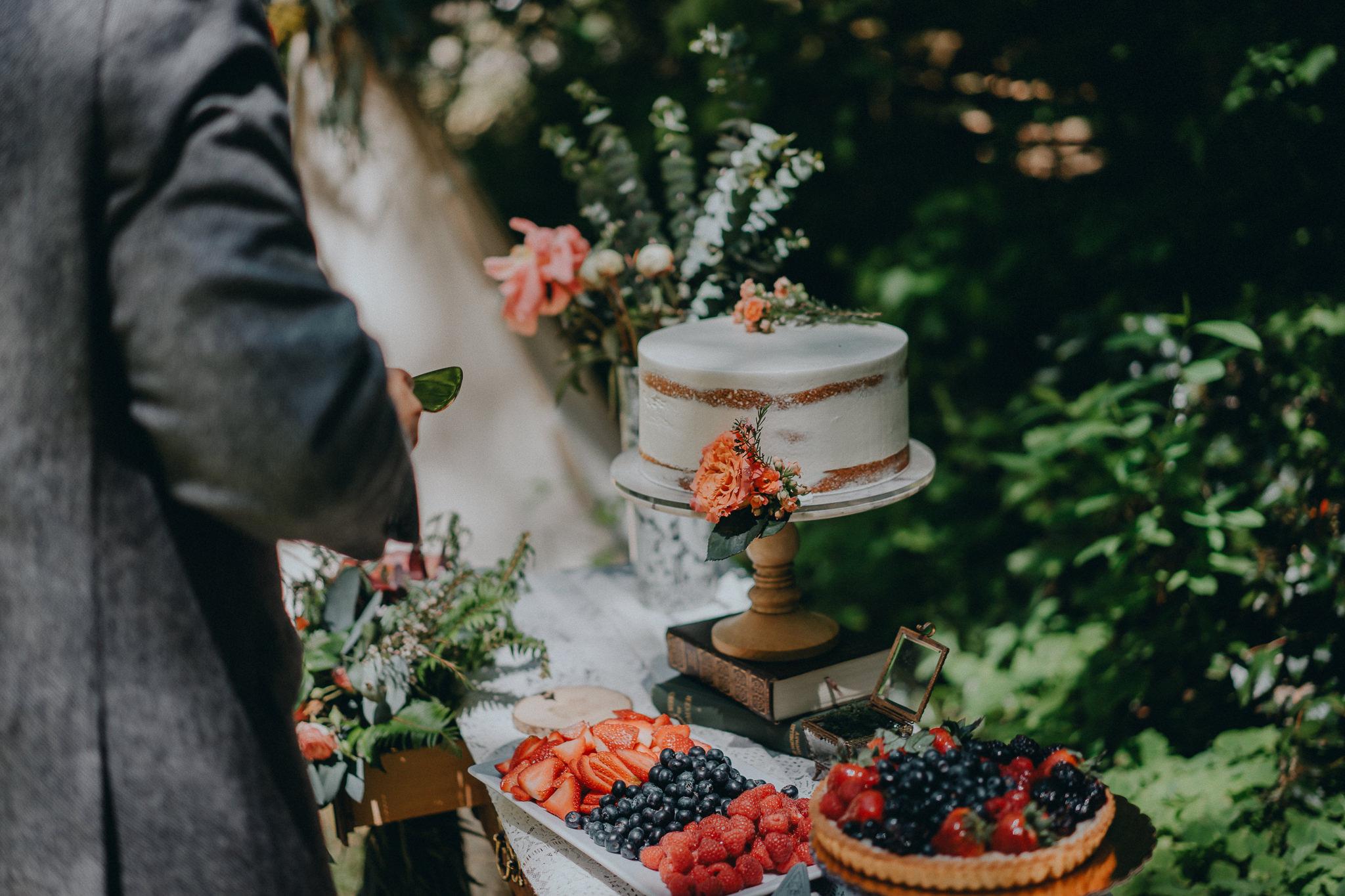 Cake-cutting-Alfred-Tang-Wedding-Photographer