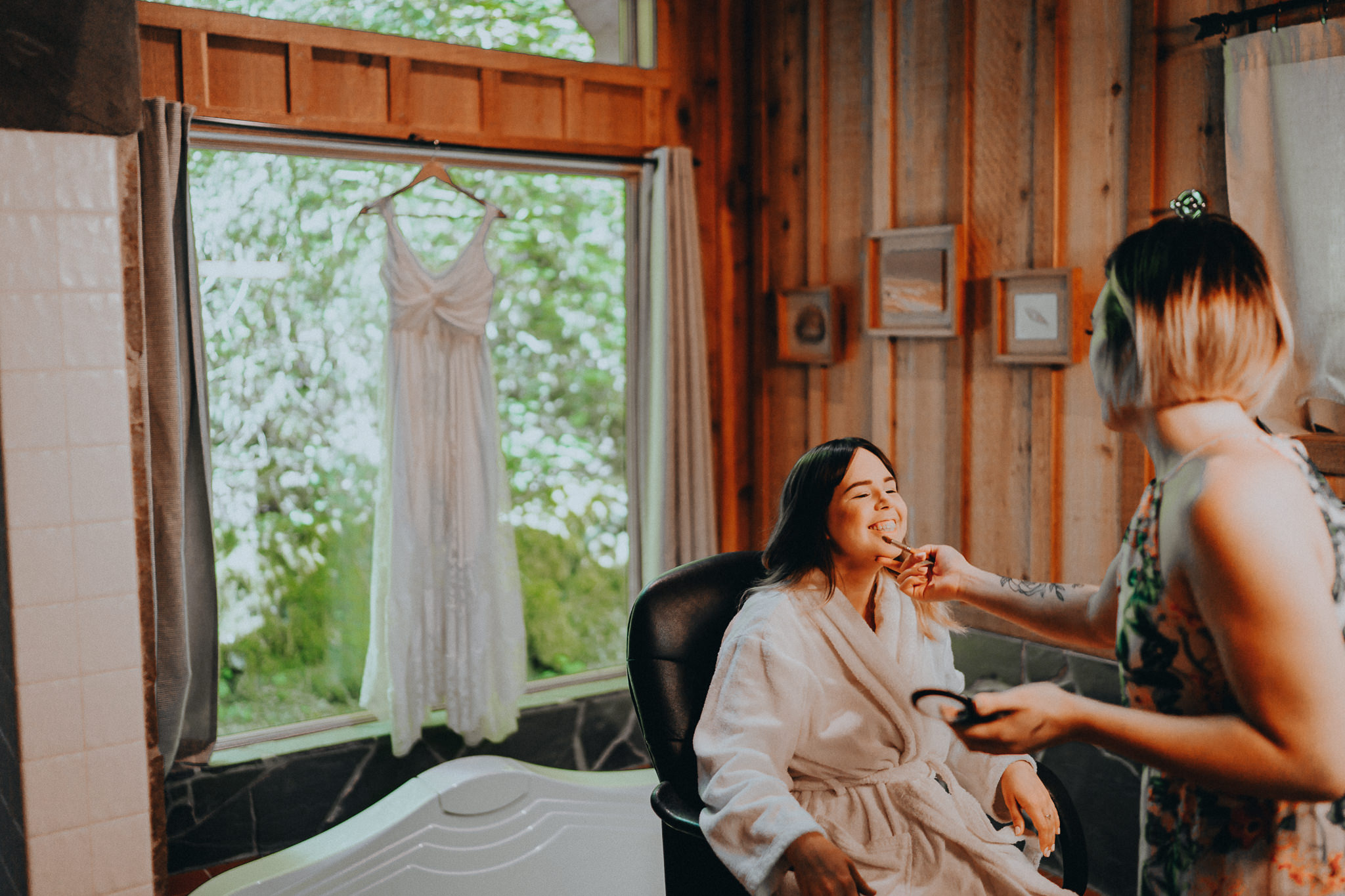 bride-getting-ready-mua-makeupartist