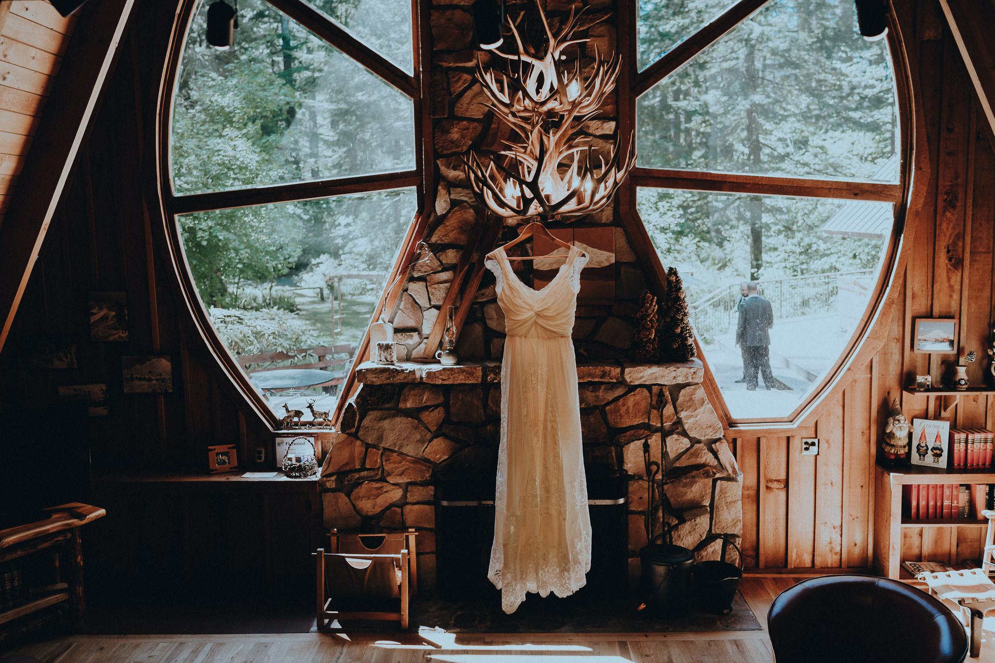Forrest-lodge-cabin-dress-wedding-photographer