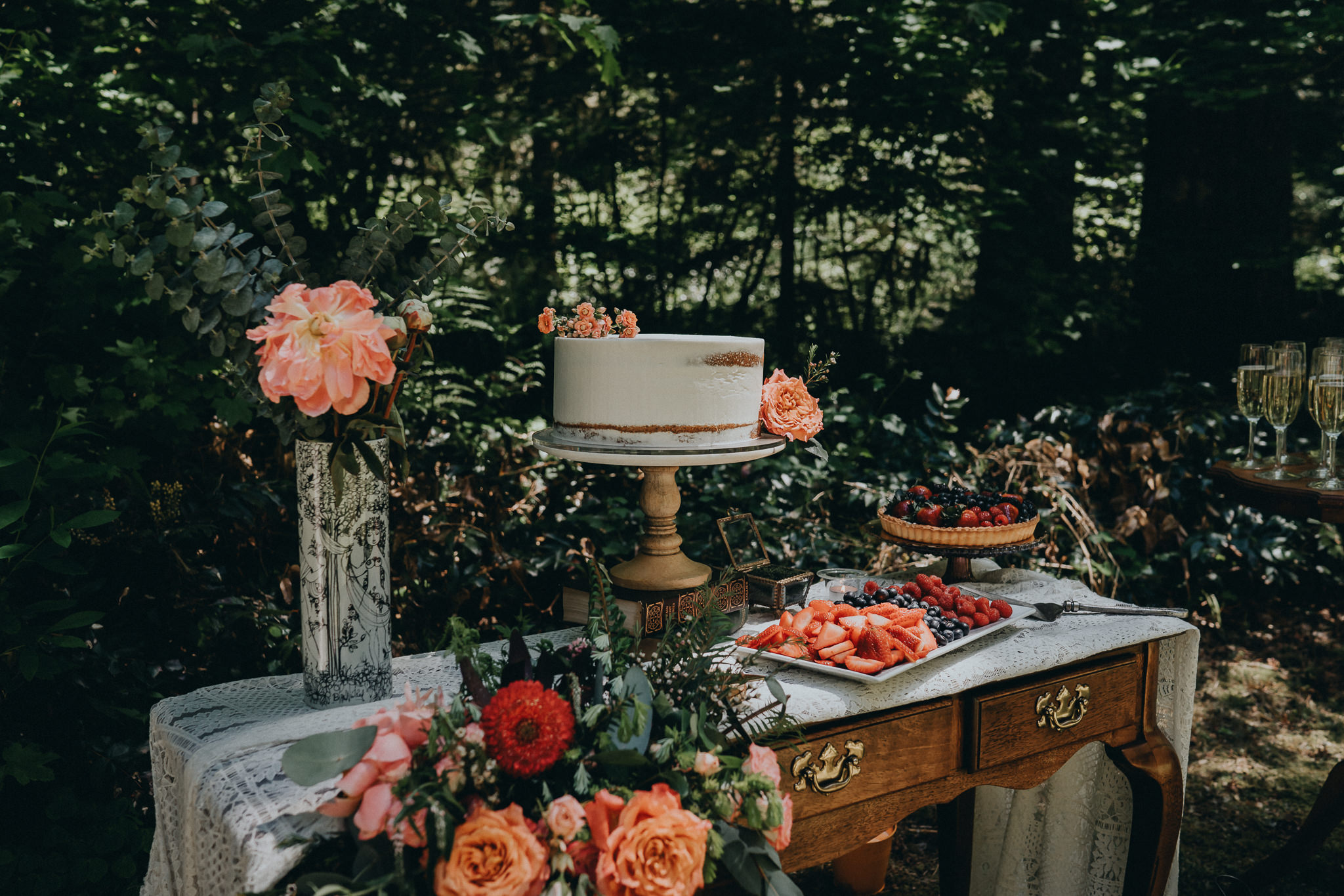 Cake-Table-Flowers-design-Stylized-Alfred-Tang-Portland-photography