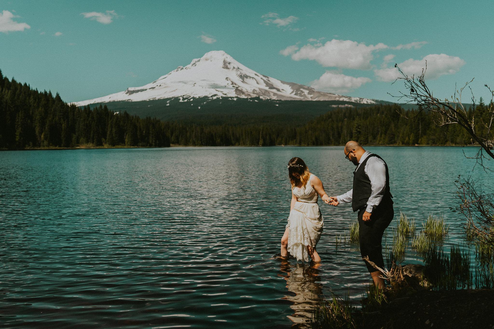 Trillium-Lake-Junebug-Weddings-Photographer-Alfred-Tang