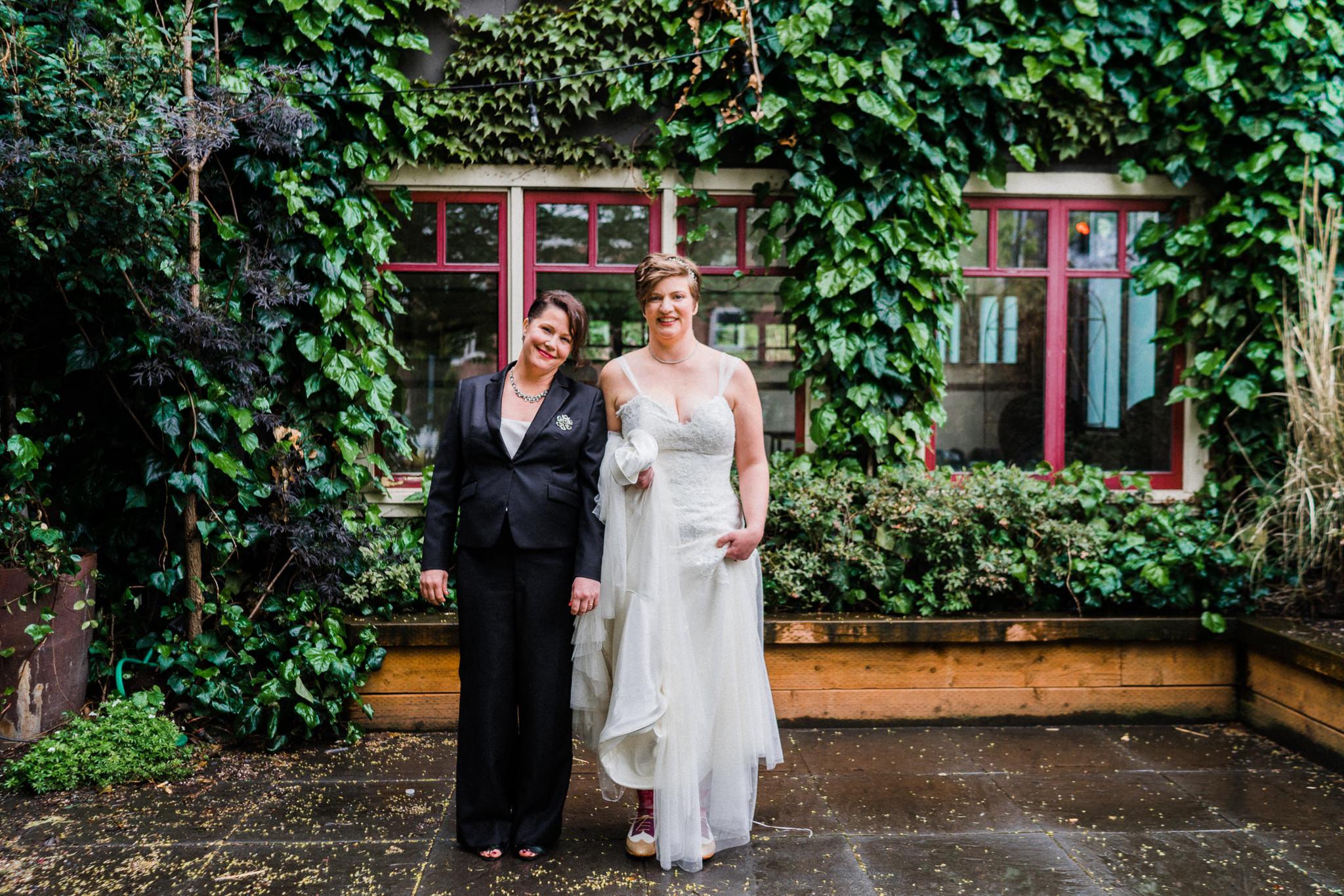 Green Ivy Frame Windows Brides