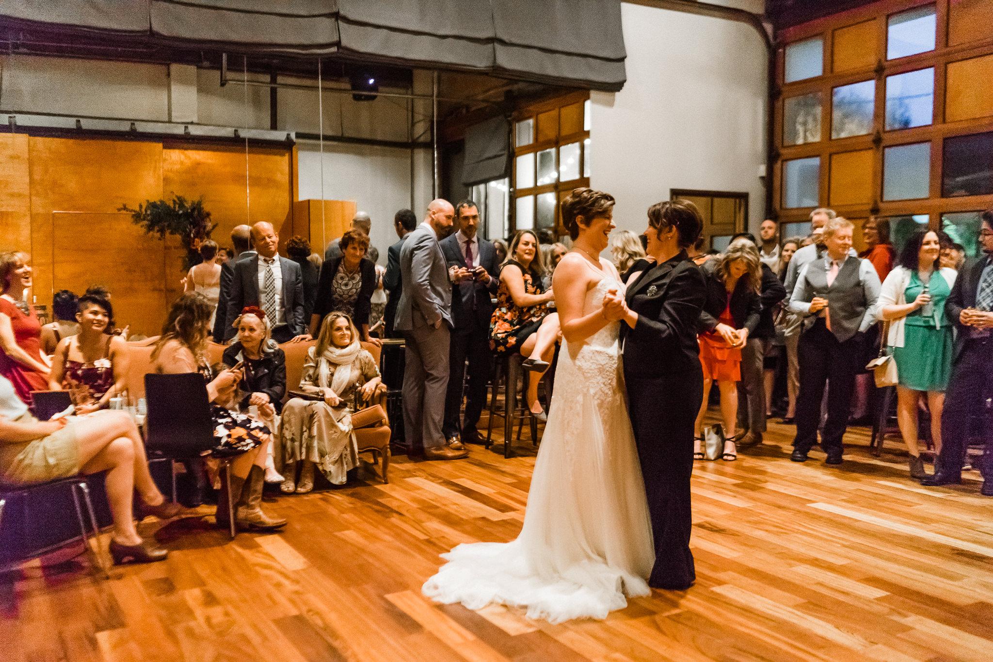 Same Sex First Dance Seattle Wedding Venue 10 Degrees