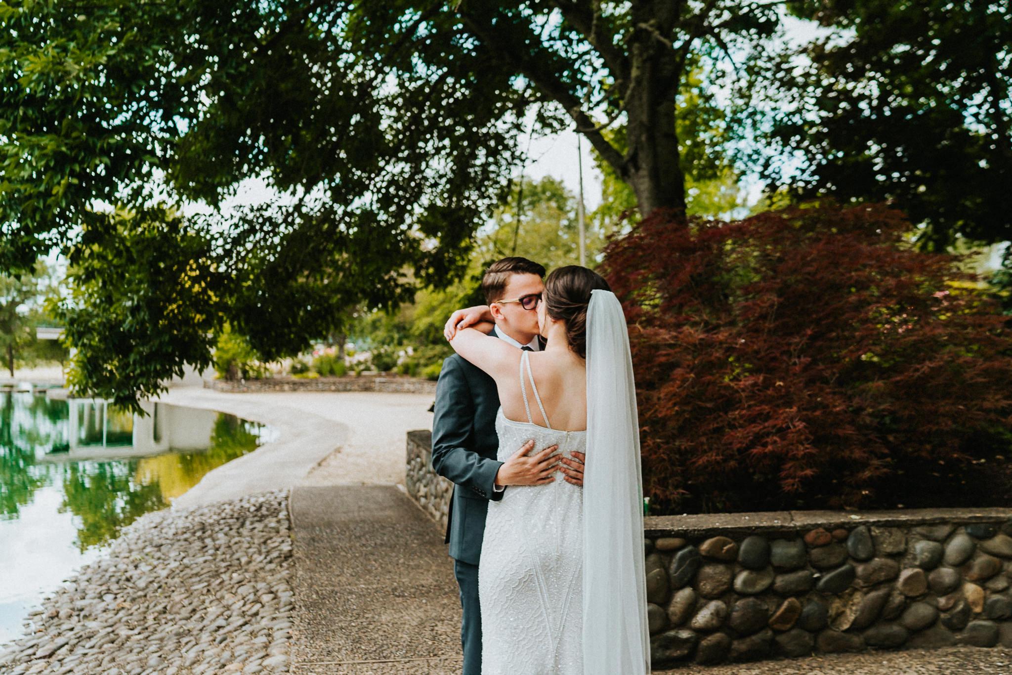 First Look Kiss Water Oasis Newberg Oregon Wedding