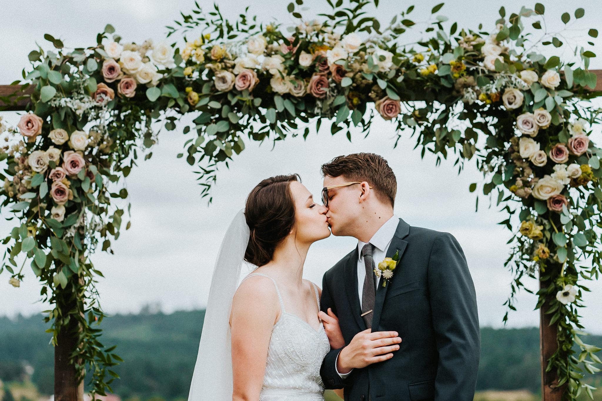 Bride Groom Portrait Kiss True Vine Florals Portland Wedding Photographer Alfred Tang