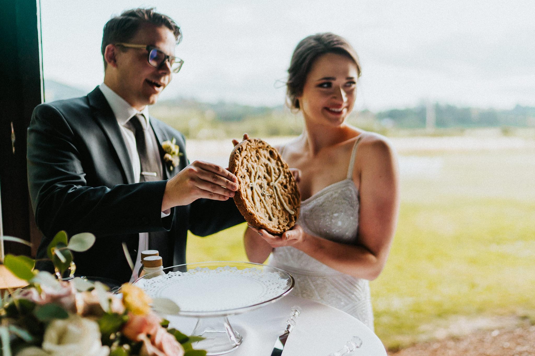 Wedding Cookie cake Bride Groom idea icing