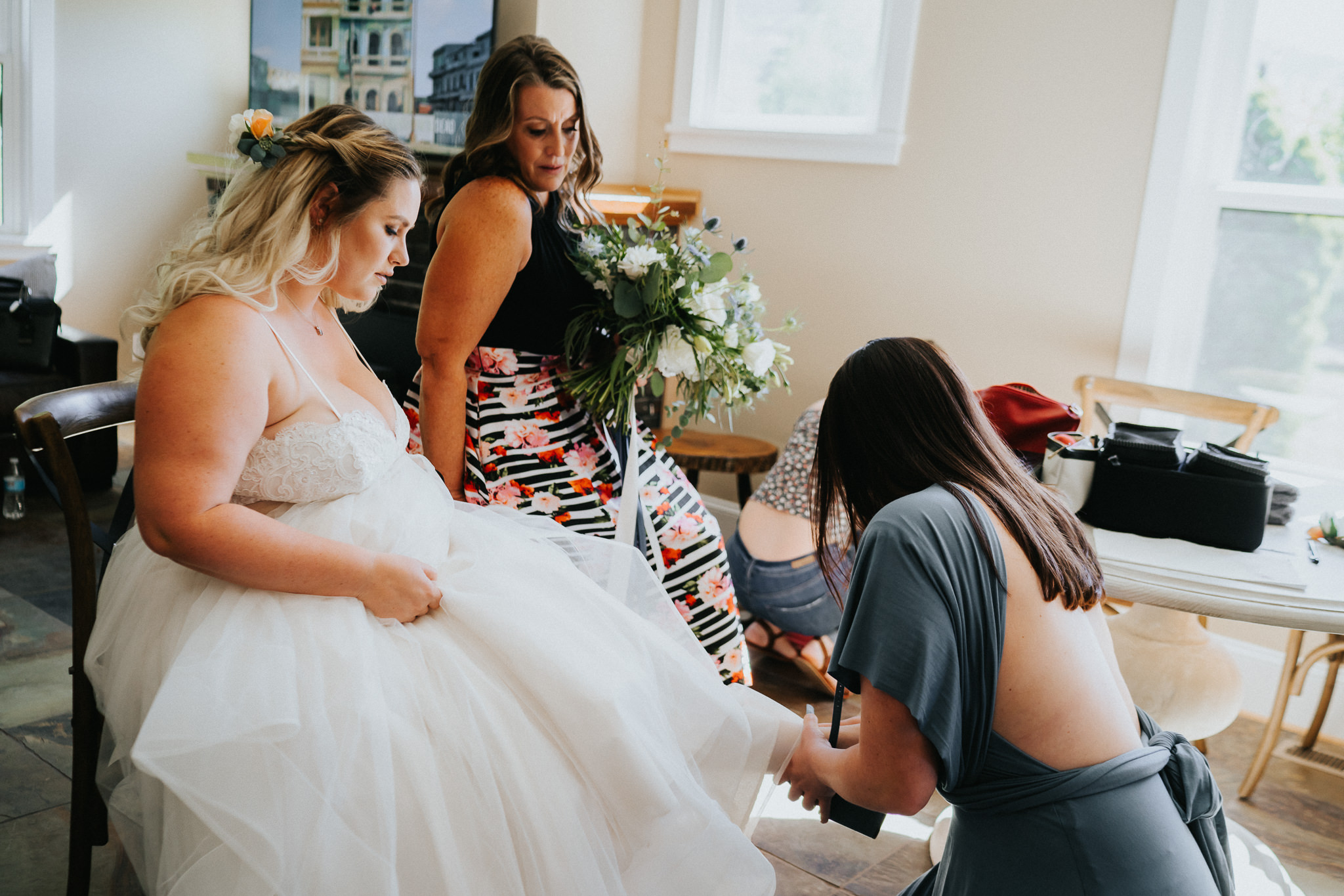bride mother tear wedding getting ready Best Oregon photographer Alfred Tang photojournalism candid