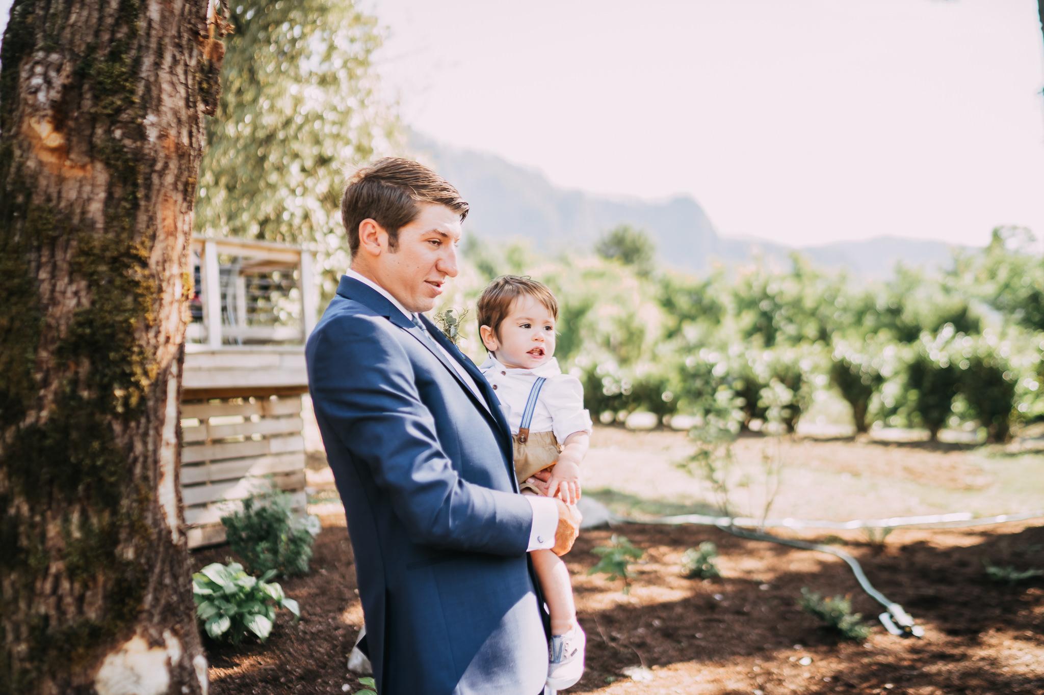 Columbia-Gorge-Backyard-Wedding-Photographer-Portland-best-Alfred-Tang-30.jpg